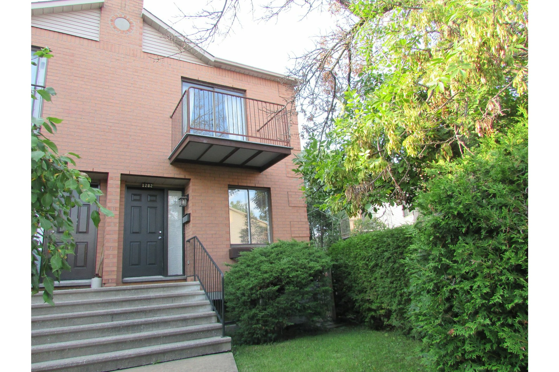 image 0 - House For sale Sainte-Dorothée Laval  - 7 rooms