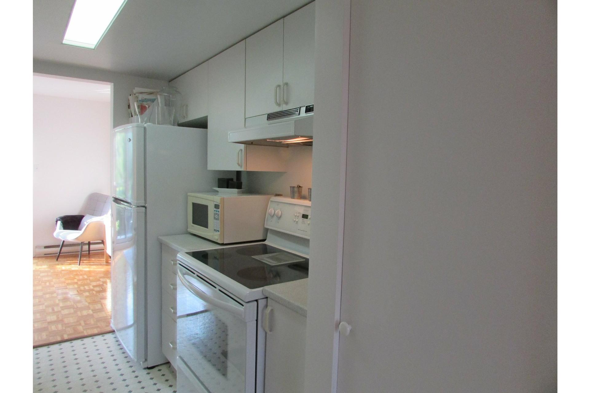 image 4 - House For sale Sainte-Dorothée Laval  - 7 rooms