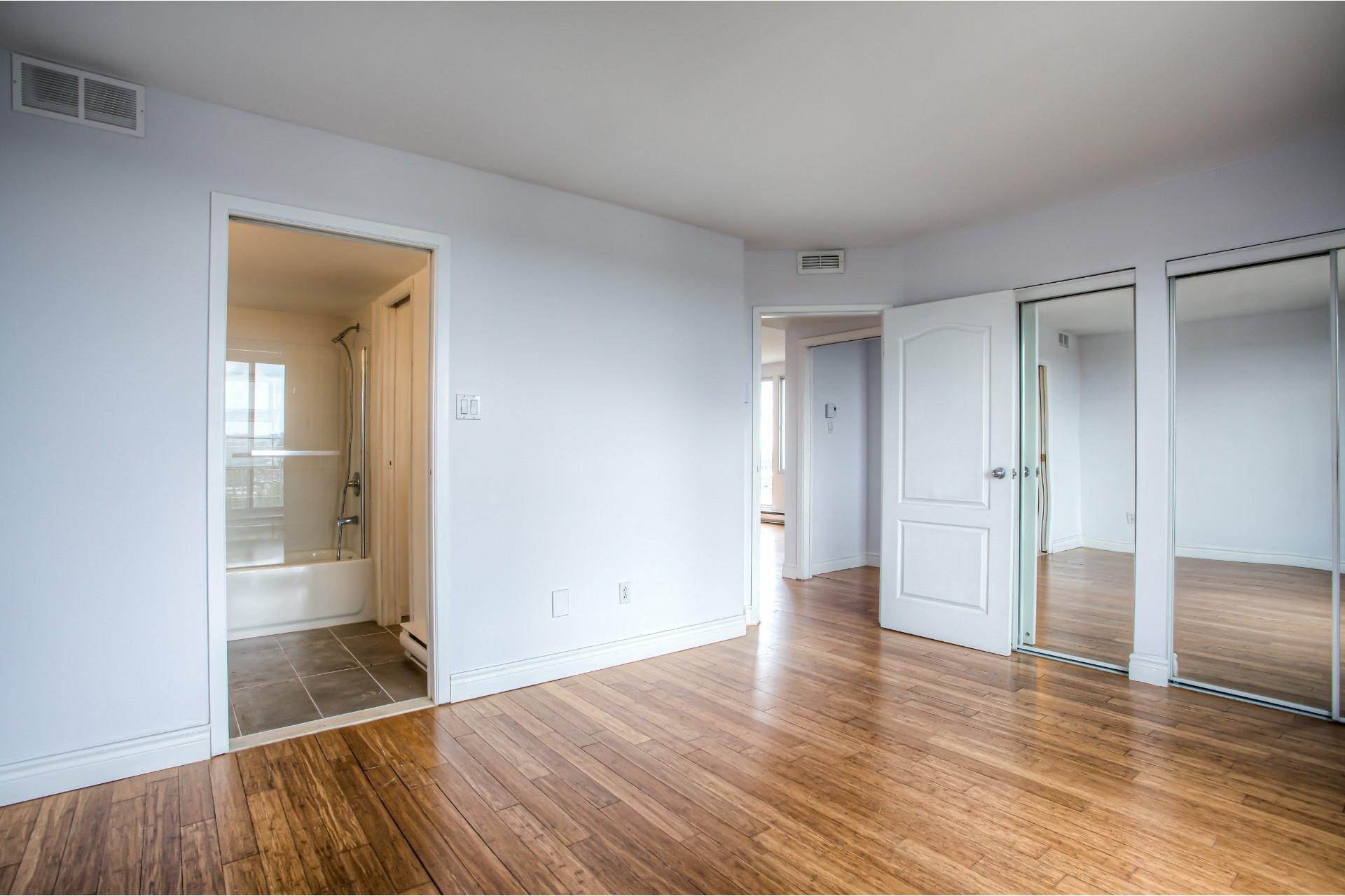 image 19 - Apartment For rent Saint-Laurent Montréal  - 8 rooms