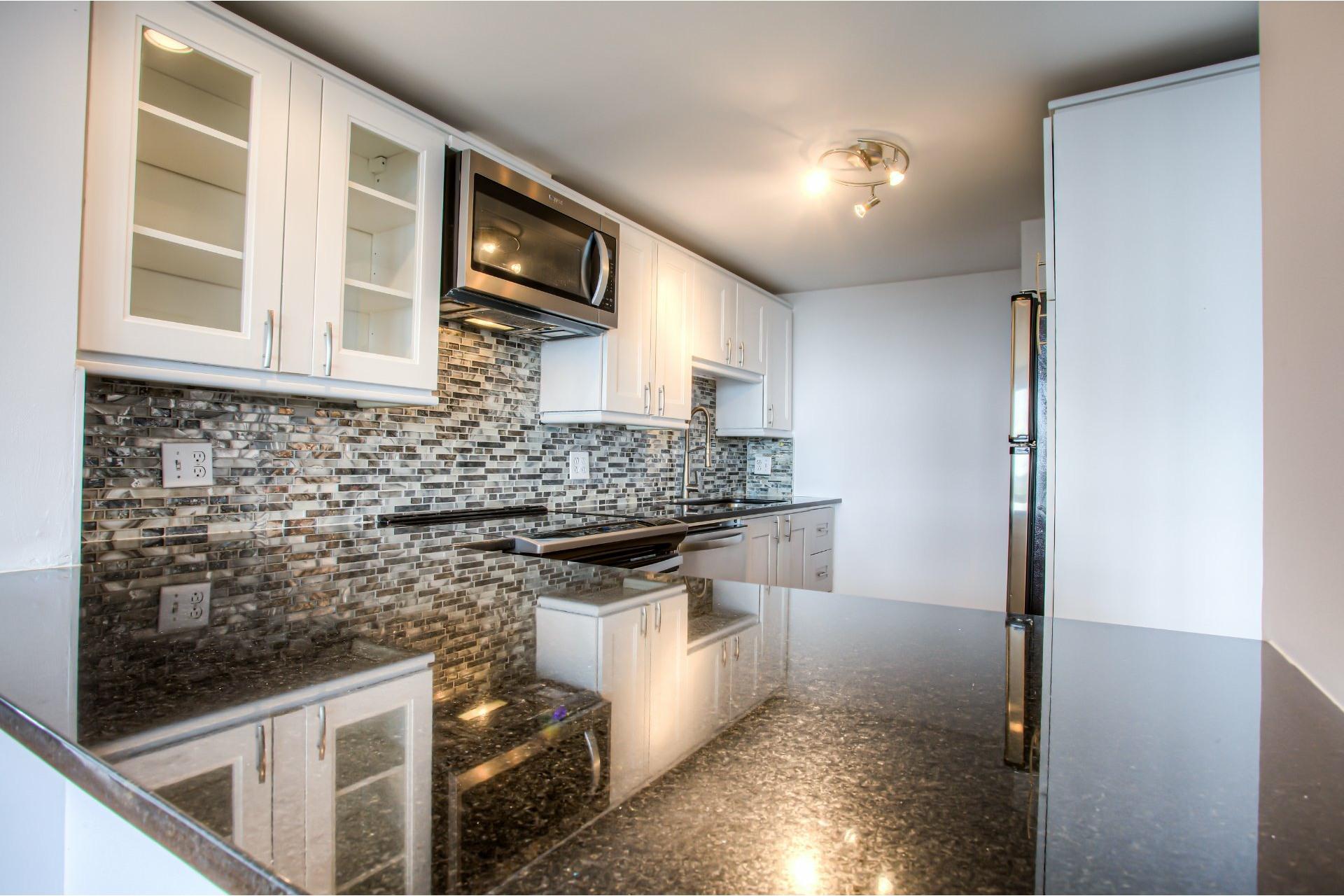 image 11 - Apartment For rent Saint-Laurent Montréal  - 8 rooms