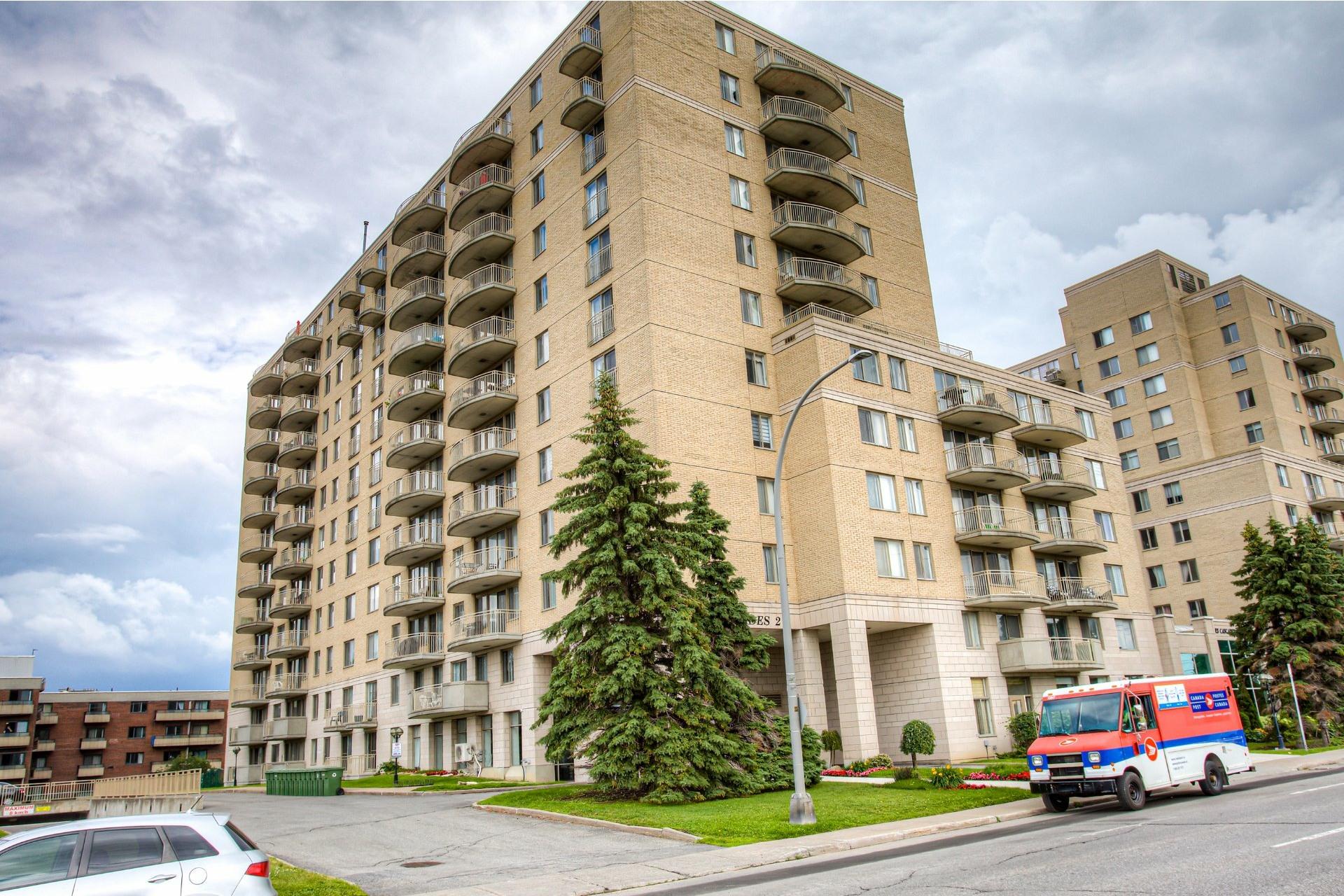 image 1 - Apartment For rent Saint-Laurent Montréal  - 8 rooms