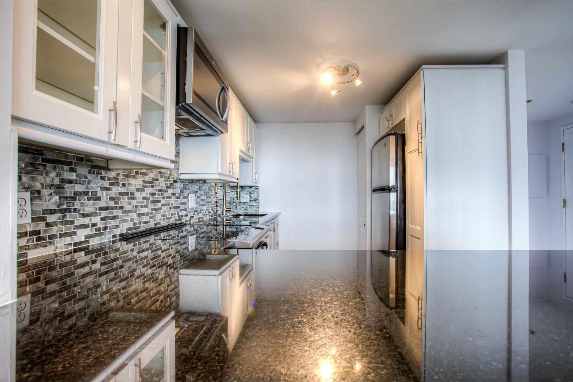 image 12 - Apartment For rent Saint-Laurent Montréal  - 8 rooms