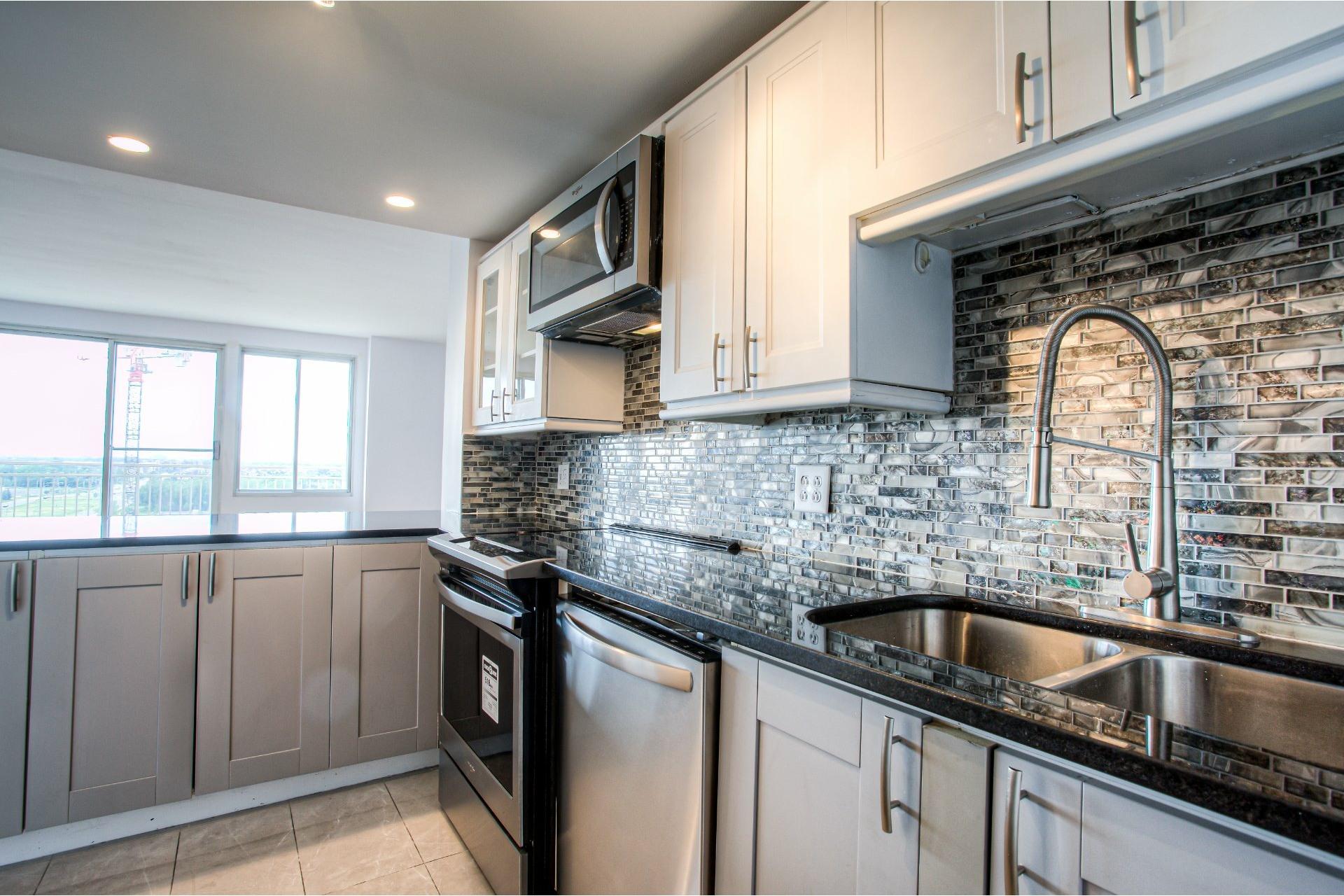 image 13 - Apartment For rent Saint-Laurent Montréal  - 8 rooms