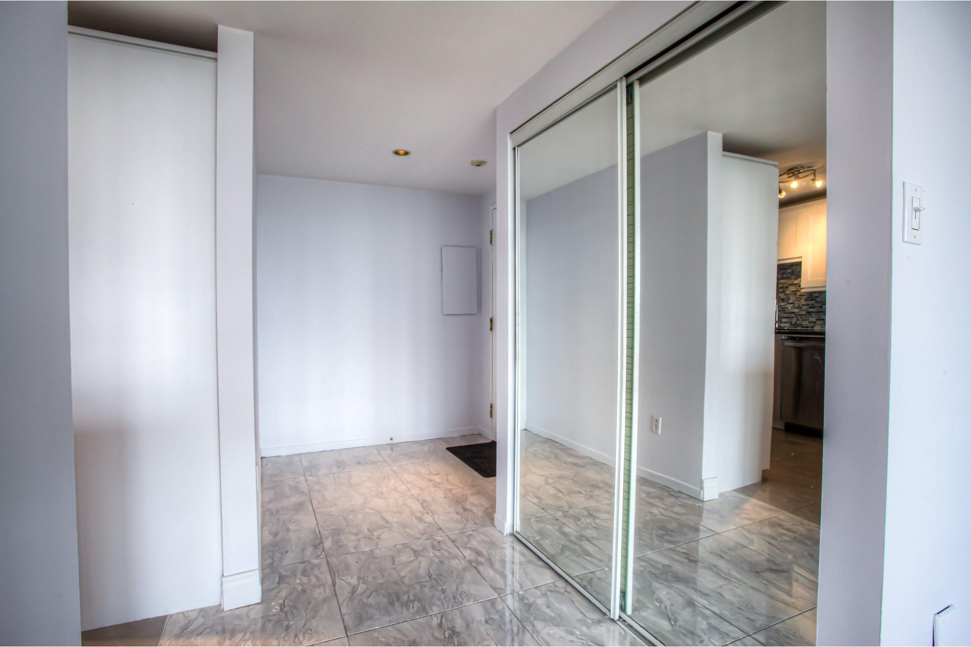 image 9 - Apartment For rent Saint-Laurent Montréal  - 8 rooms