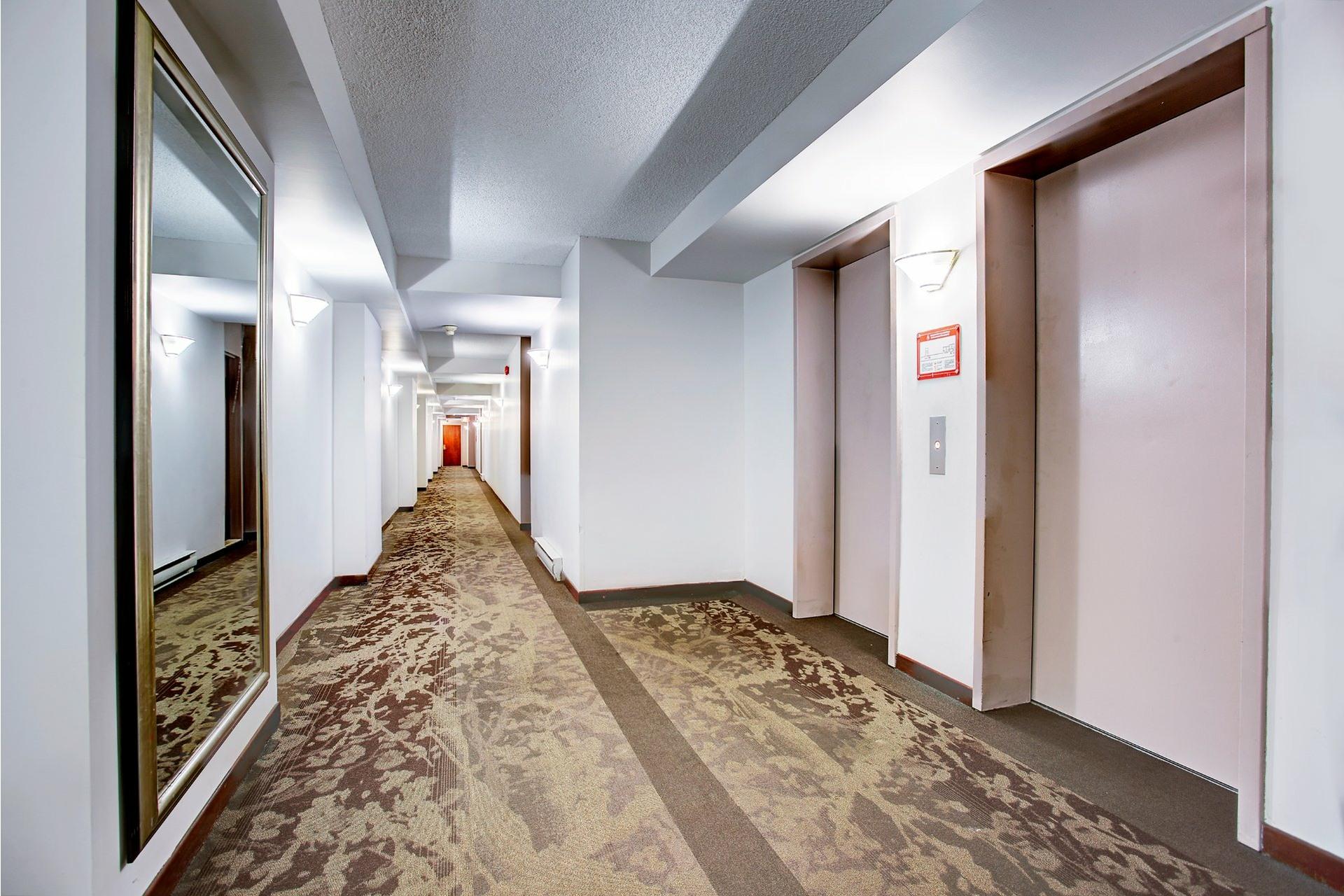 image 5 - Apartment For rent Saint-Laurent Montréal  - 8 rooms