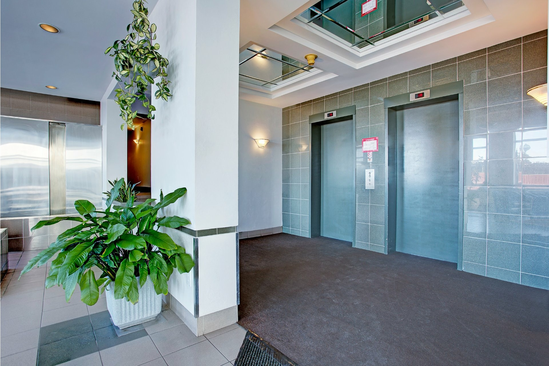 image 4 - Apartment For rent Saint-Laurent Montréal  - 8 rooms