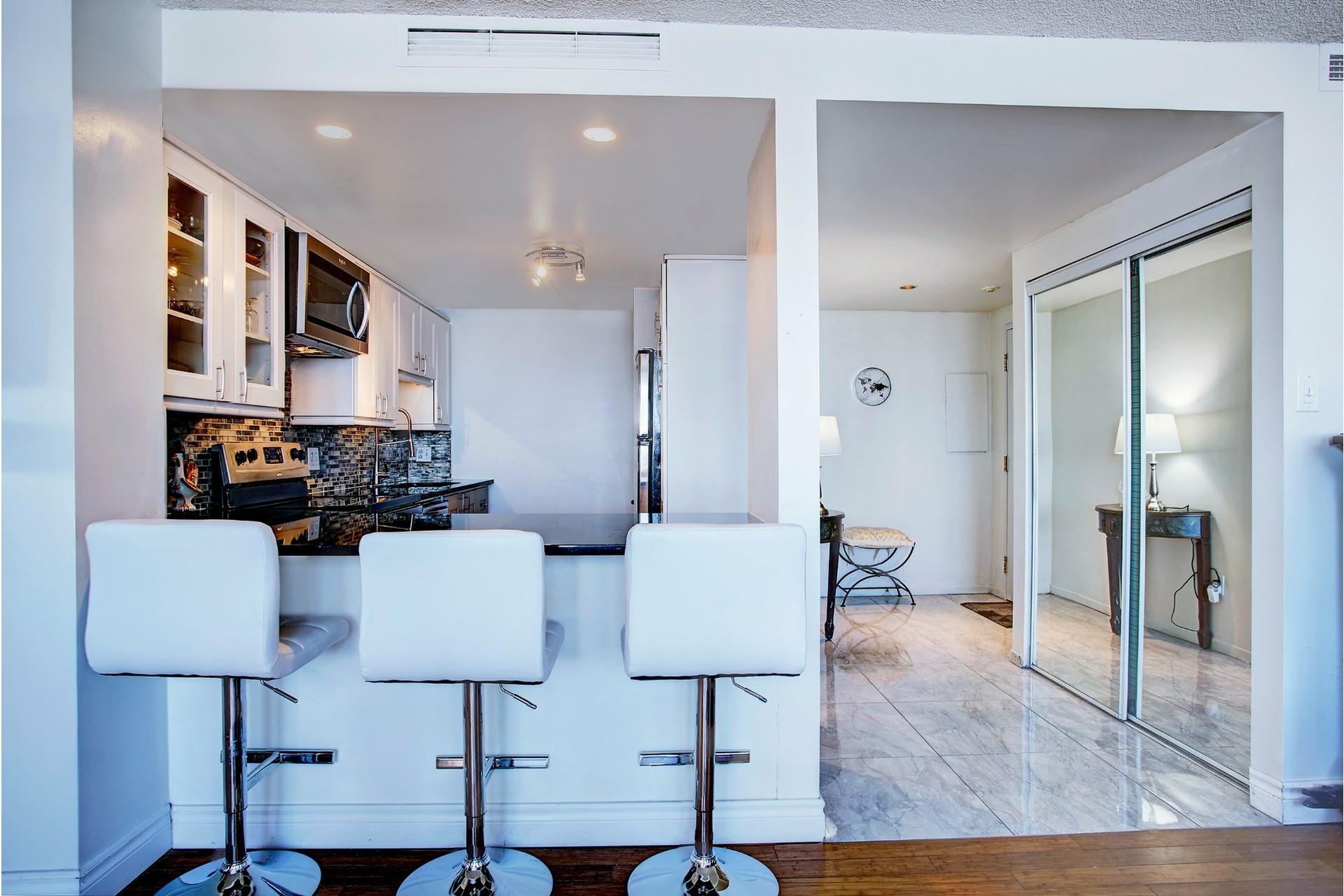 image 7 - Apartment For rent Saint-Laurent Montréal  - 8 rooms