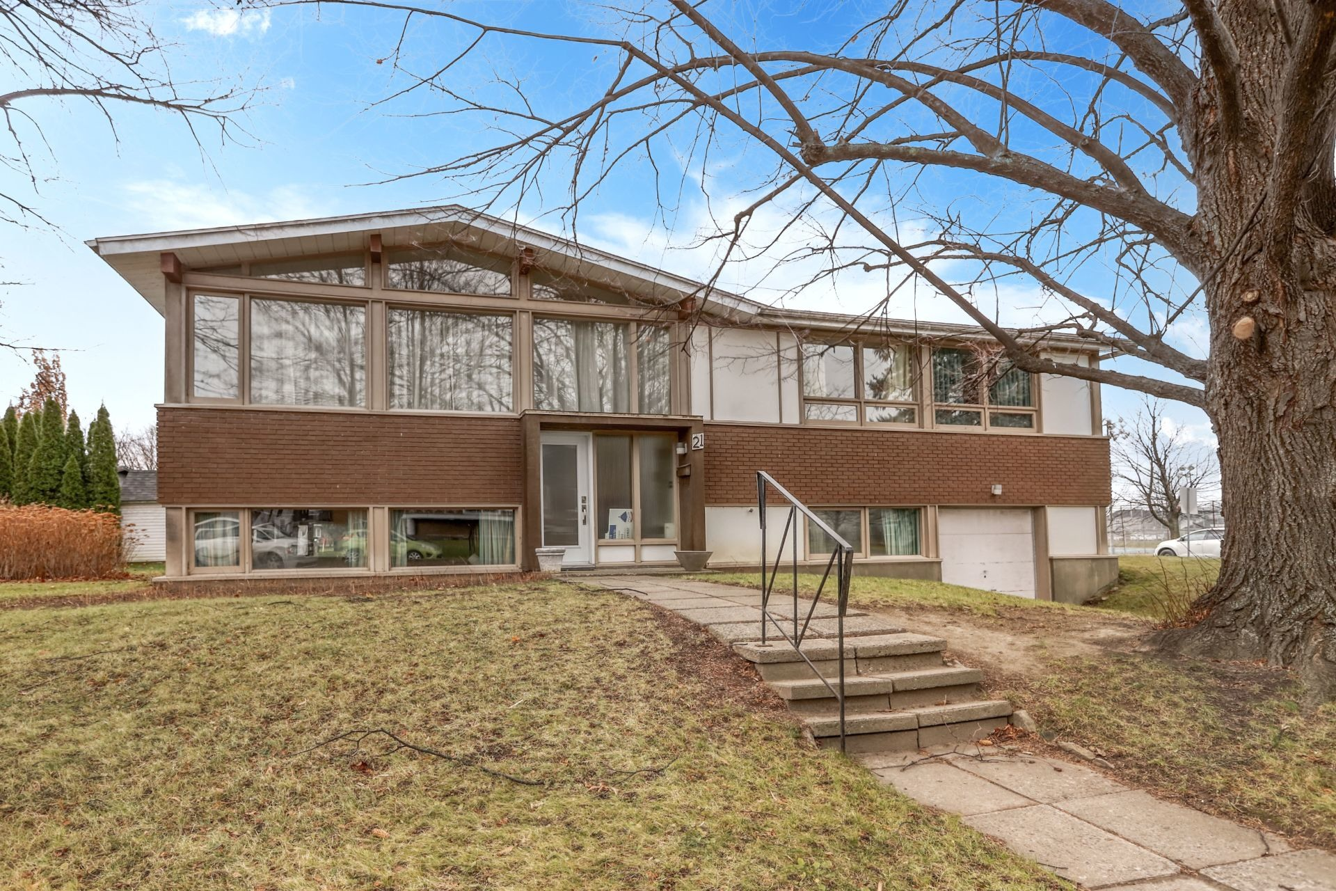 image 2 - House For sale Salaberry-de-Valleyfield - 10 rooms
