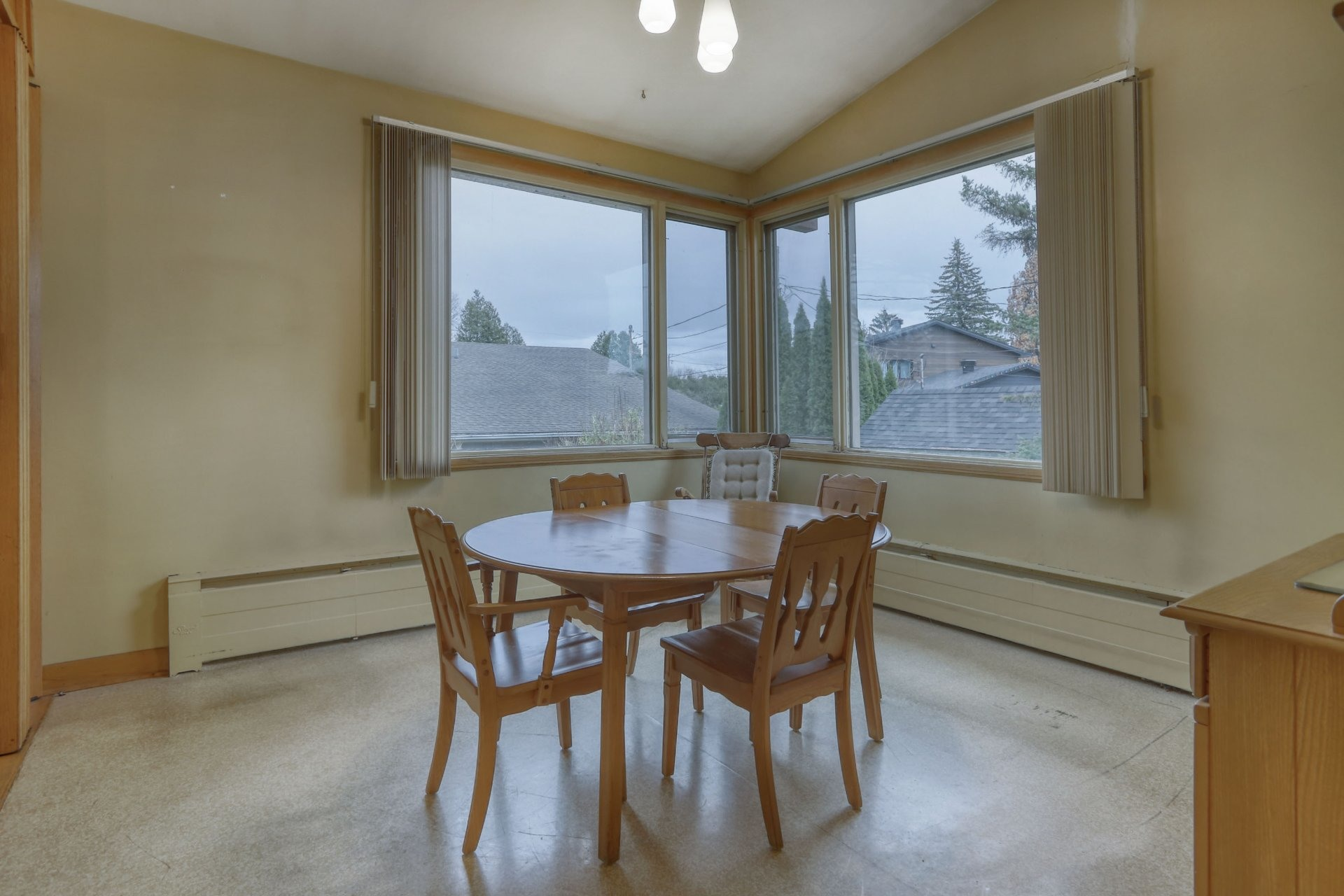 image 8 - House For sale Salaberry-de-Valleyfield - 10 rooms