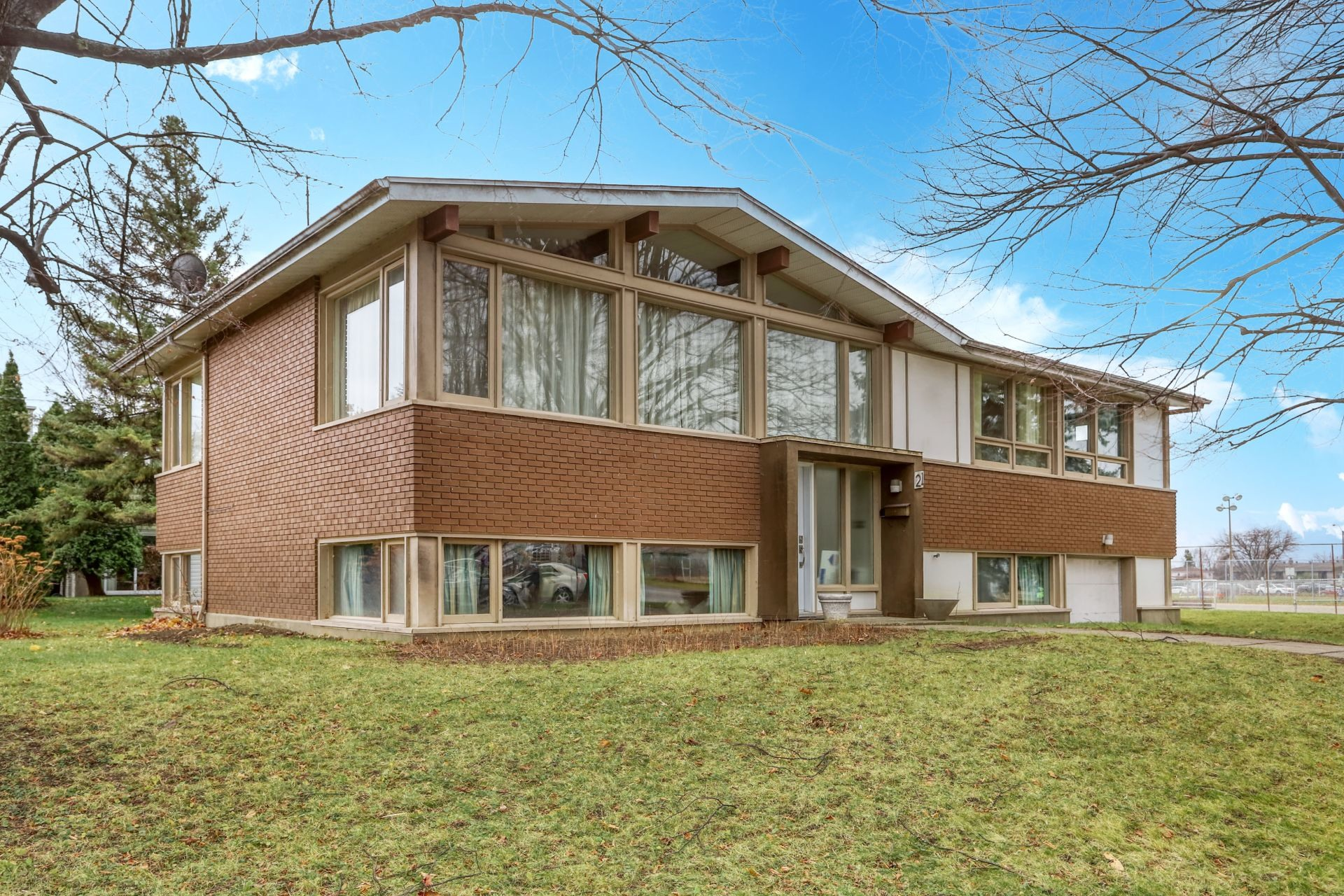 image 0 - House For sale Salaberry-de-Valleyfield - 10 rooms