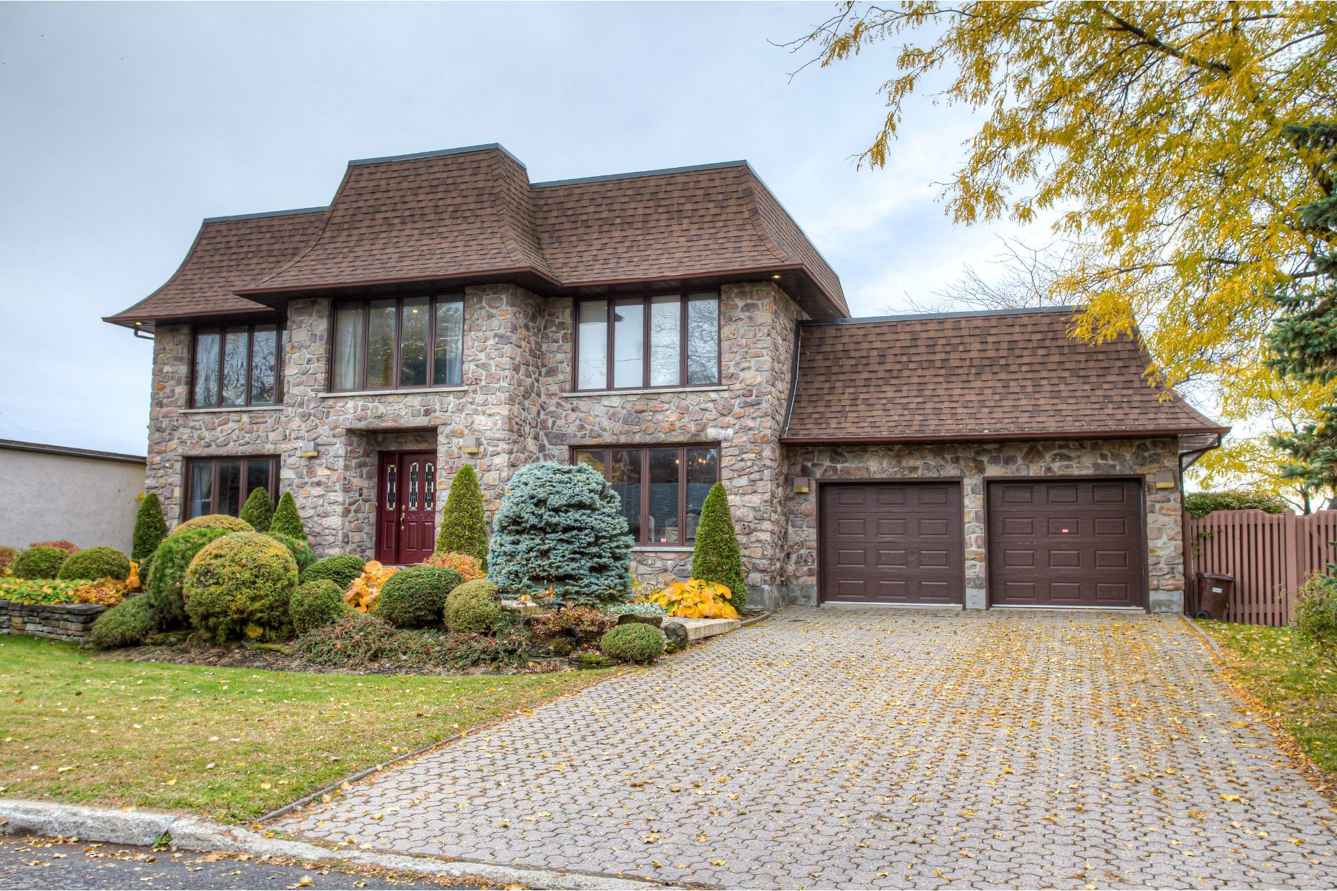 image 1 - House For sale Dorval - 11 rooms