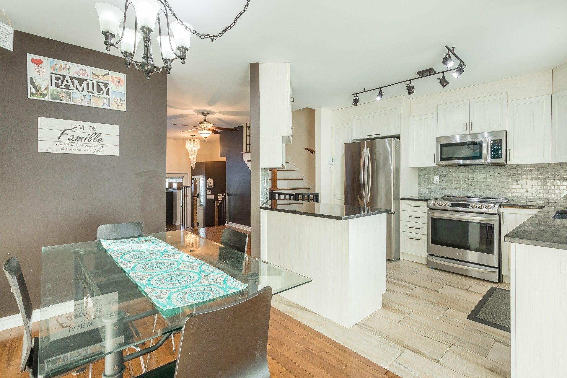 image 10 - House For sale Rivière-des-Prairies/Pointe-aux-Trembles Montréal  - 9 rooms