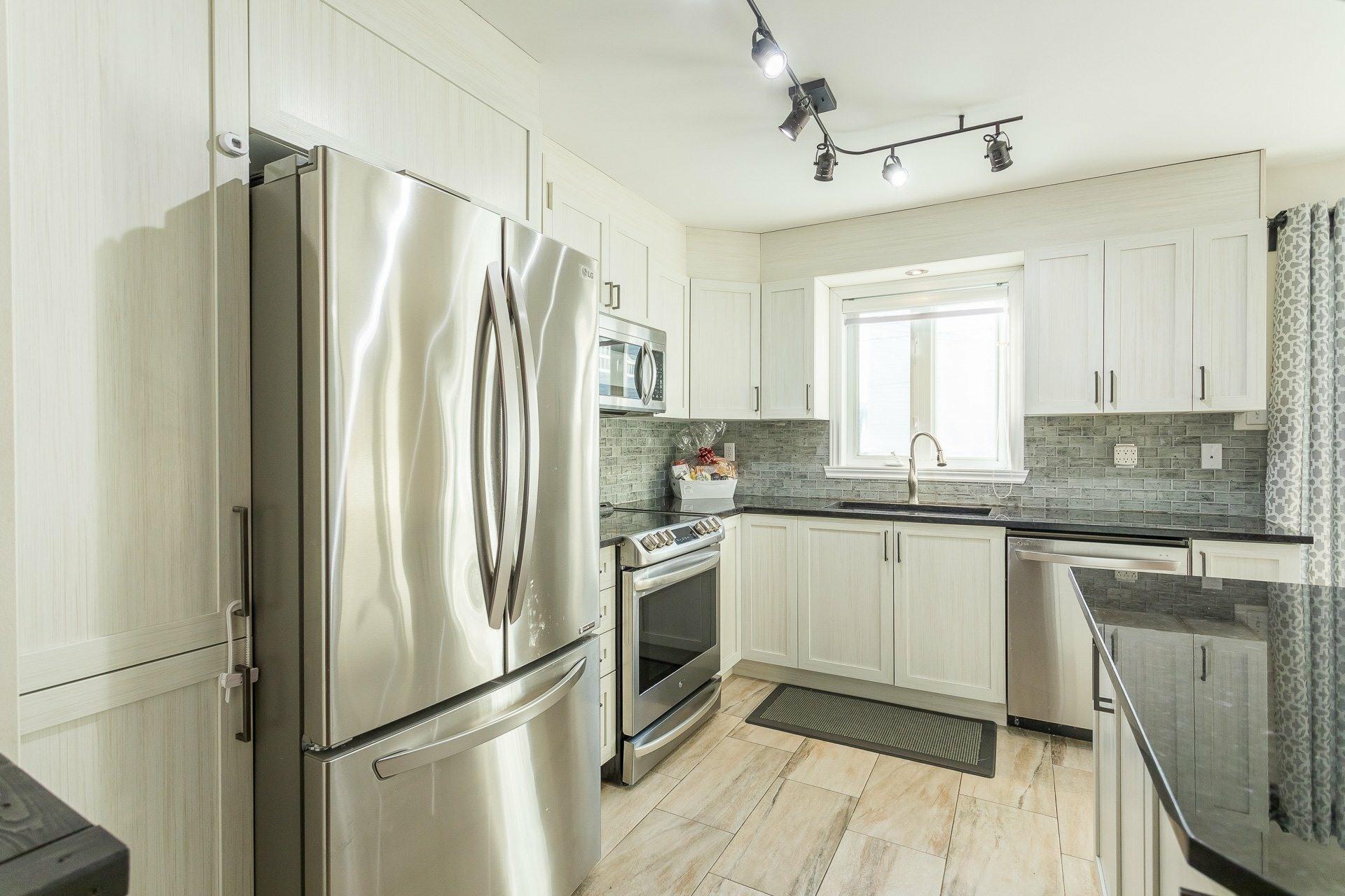 image 13 - House For sale Rivière-des-Prairies/Pointe-aux-Trembles Montréal  - 9 rooms