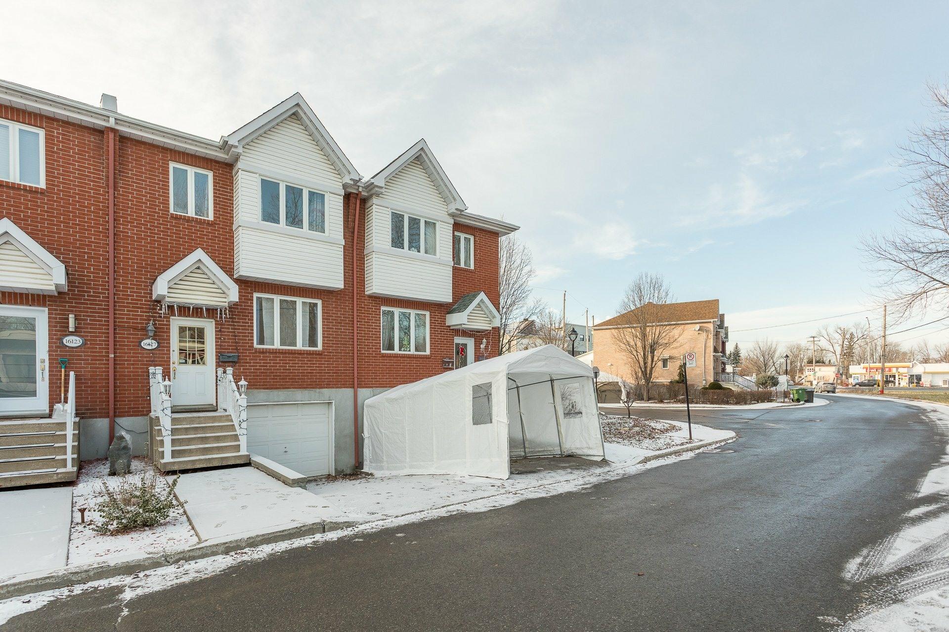 image 1 - House For sale Rivière-des-Prairies/Pointe-aux-Trembles Montréal  - 9 rooms