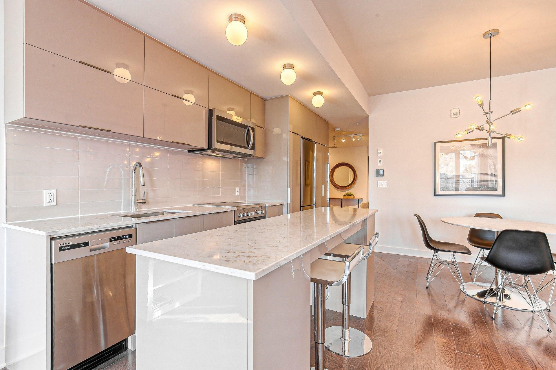 image 2 - Appartement À vendre Ville-Marie Montréal  - 8 pièces