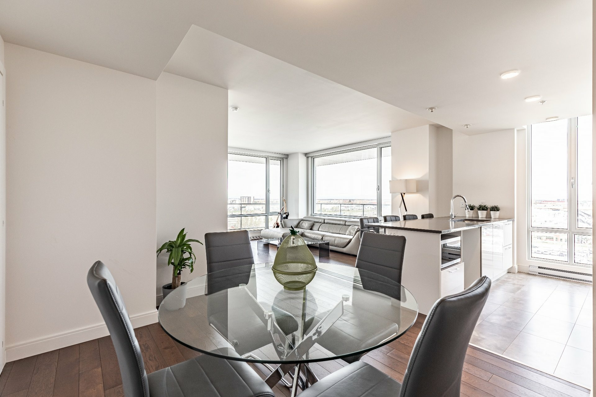 image 6 - Apartment For rent Chomedey Laval  - 7 rooms