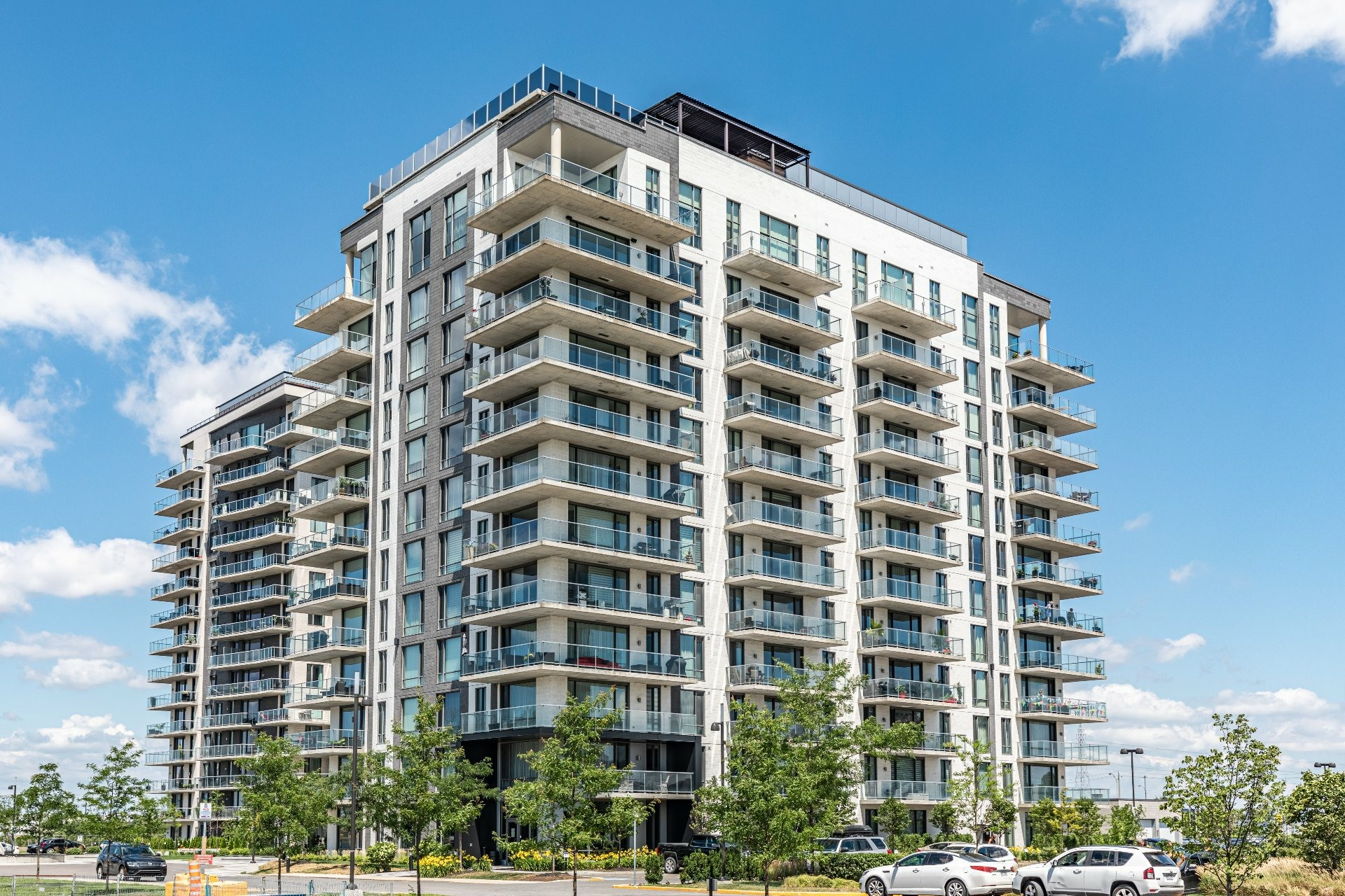 image 0 - Apartment For rent Chomedey Laval  - 7 rooms