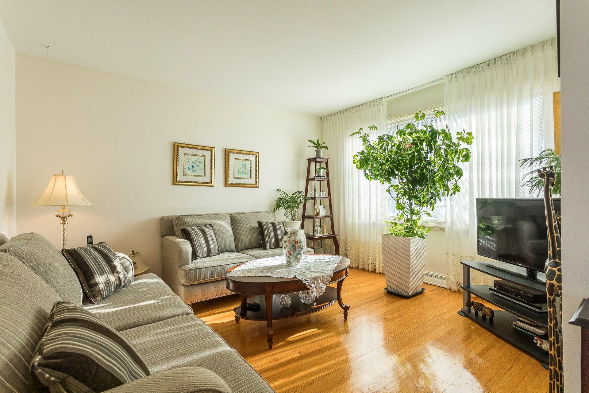 image 3 - House For sale Montréal-Nord Montréal  - 9 rooms