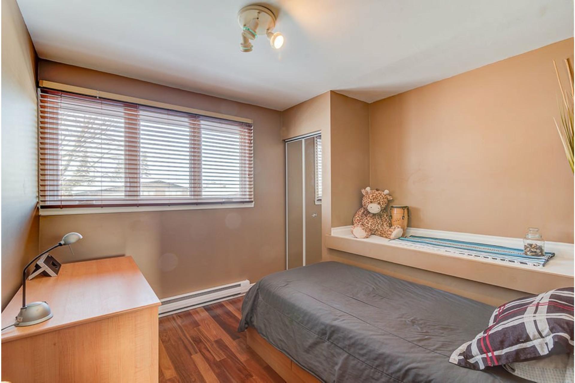 image 25 - House For sale Montréal-Nord Montréal  - 10 rooms