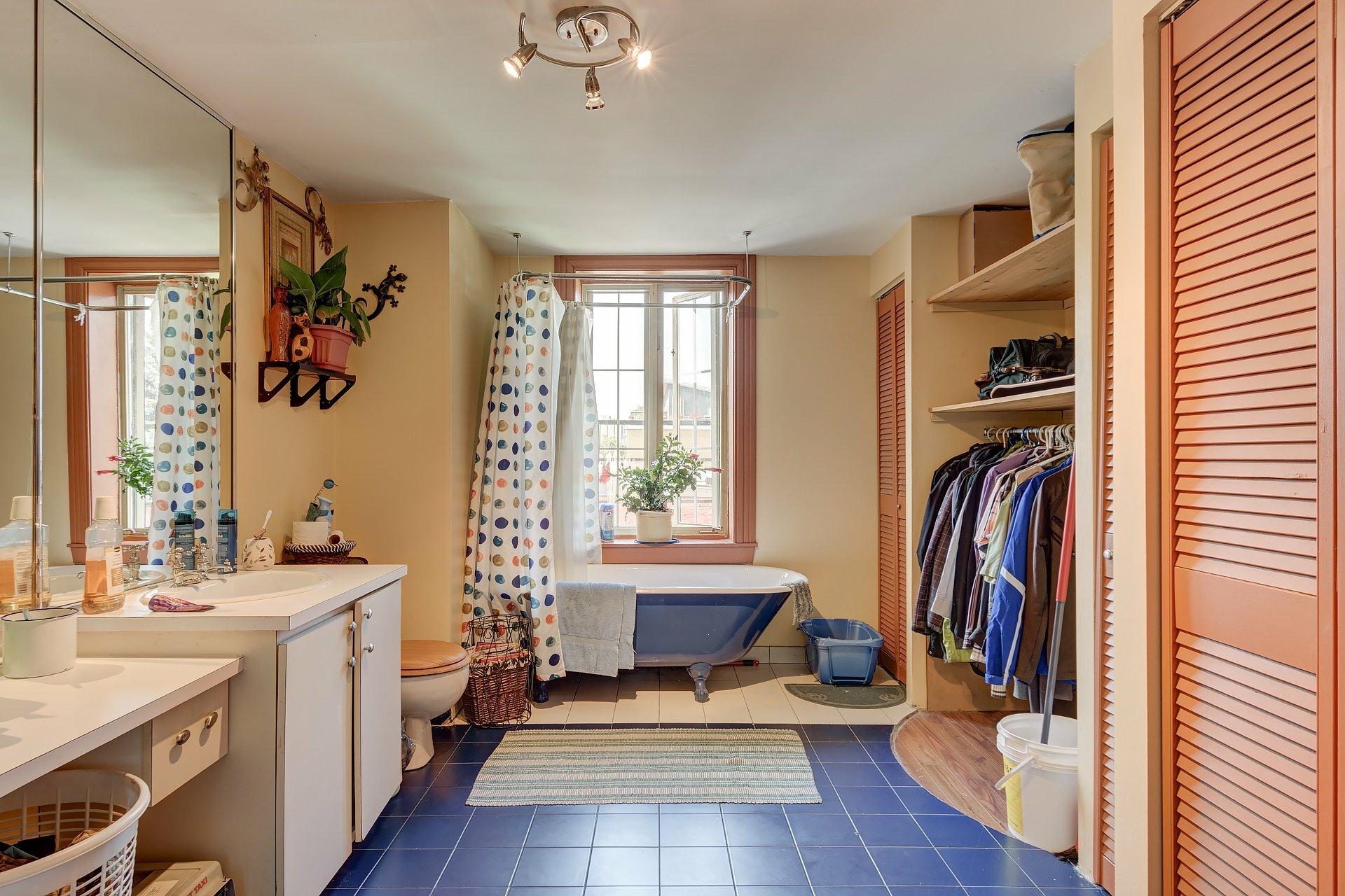 image 13 - Quadruplex For sale Ville-Marie Montréal  - 4 rooms