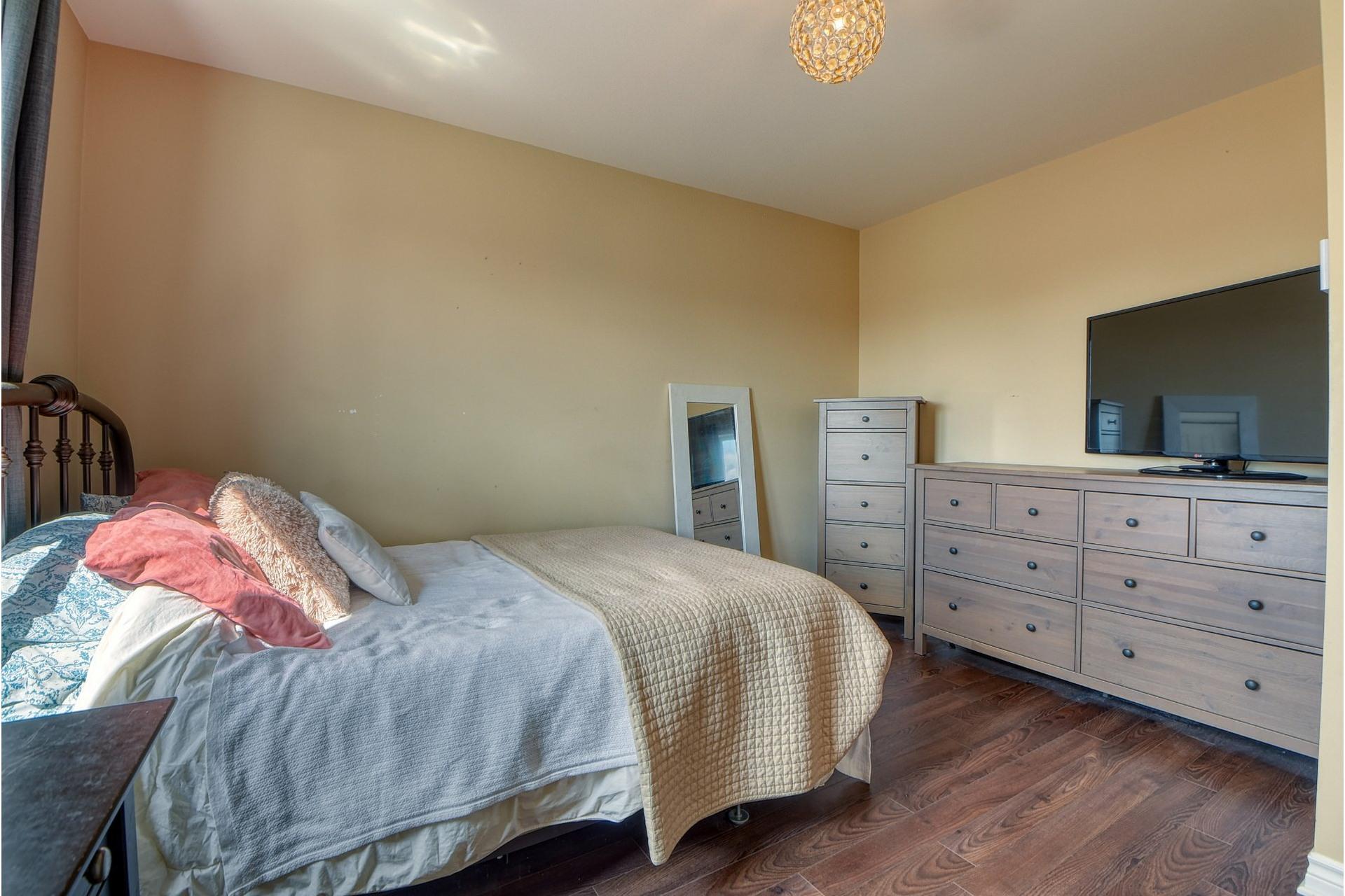 image 18 - Appartement À vendre Saint-Rémi - 9 pièces