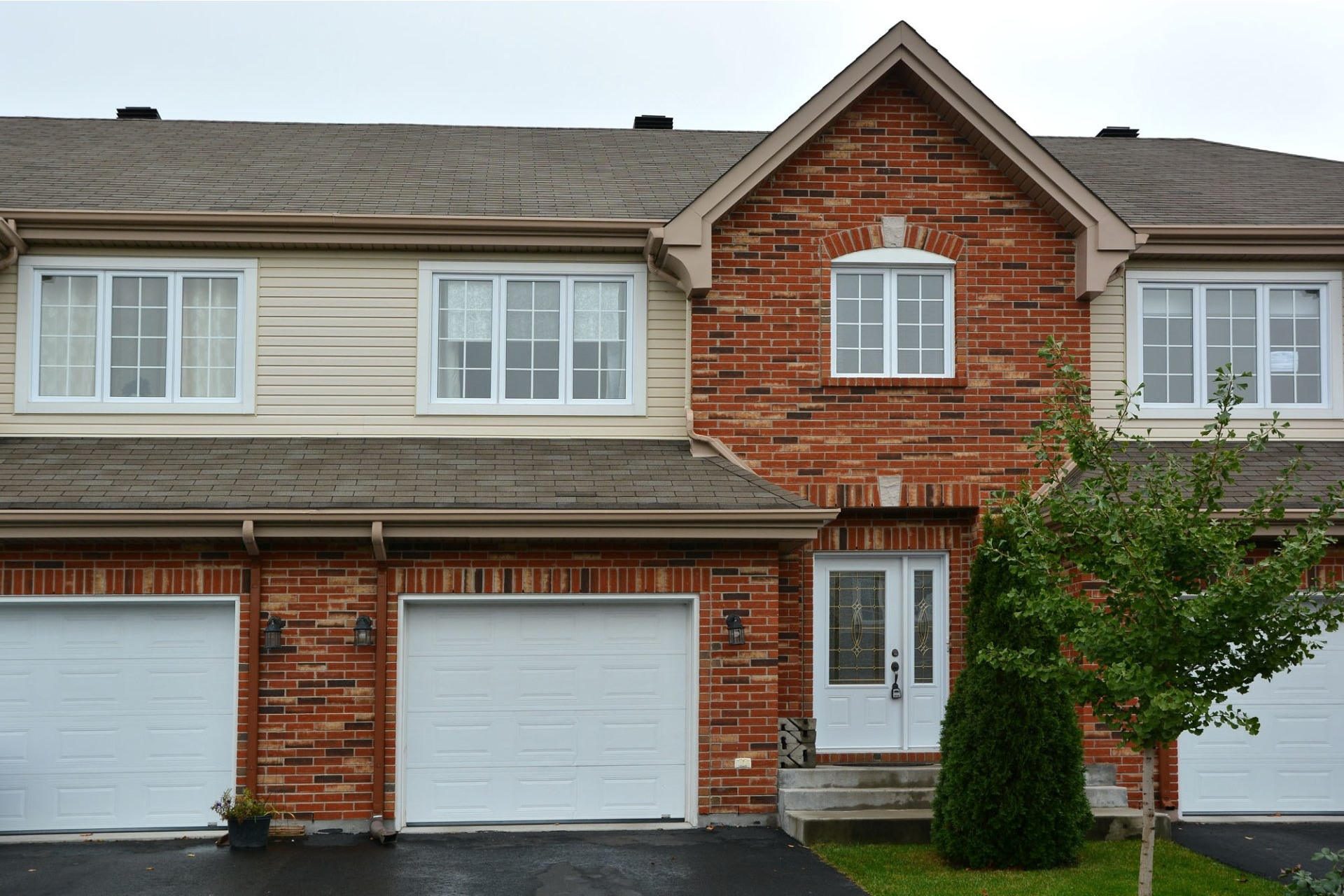 image 0 - House For sale Vaudreuil-Dorion - 12 rooms