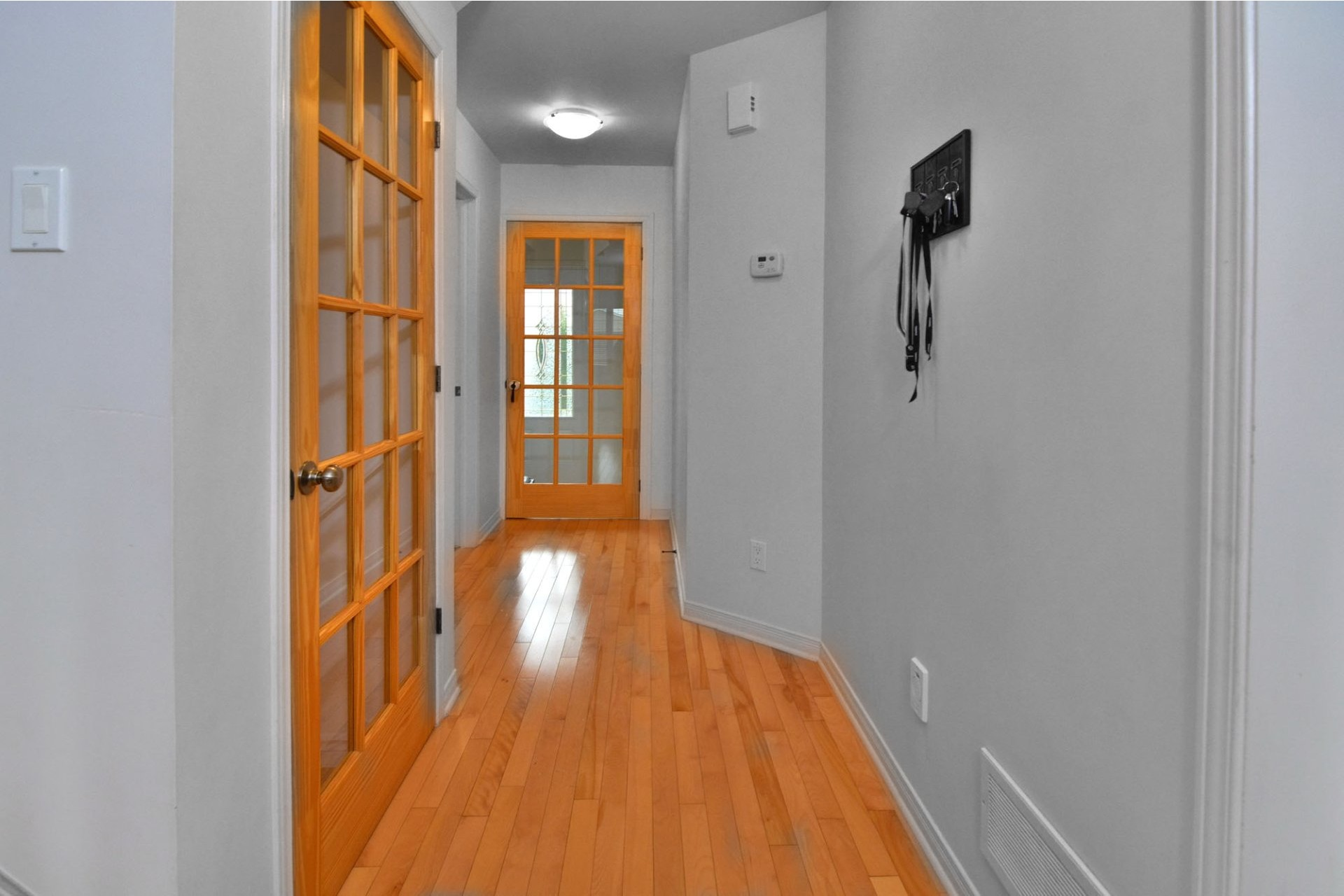 image 1 - House For sale Vaudreuil-Dorion - 12 rooms