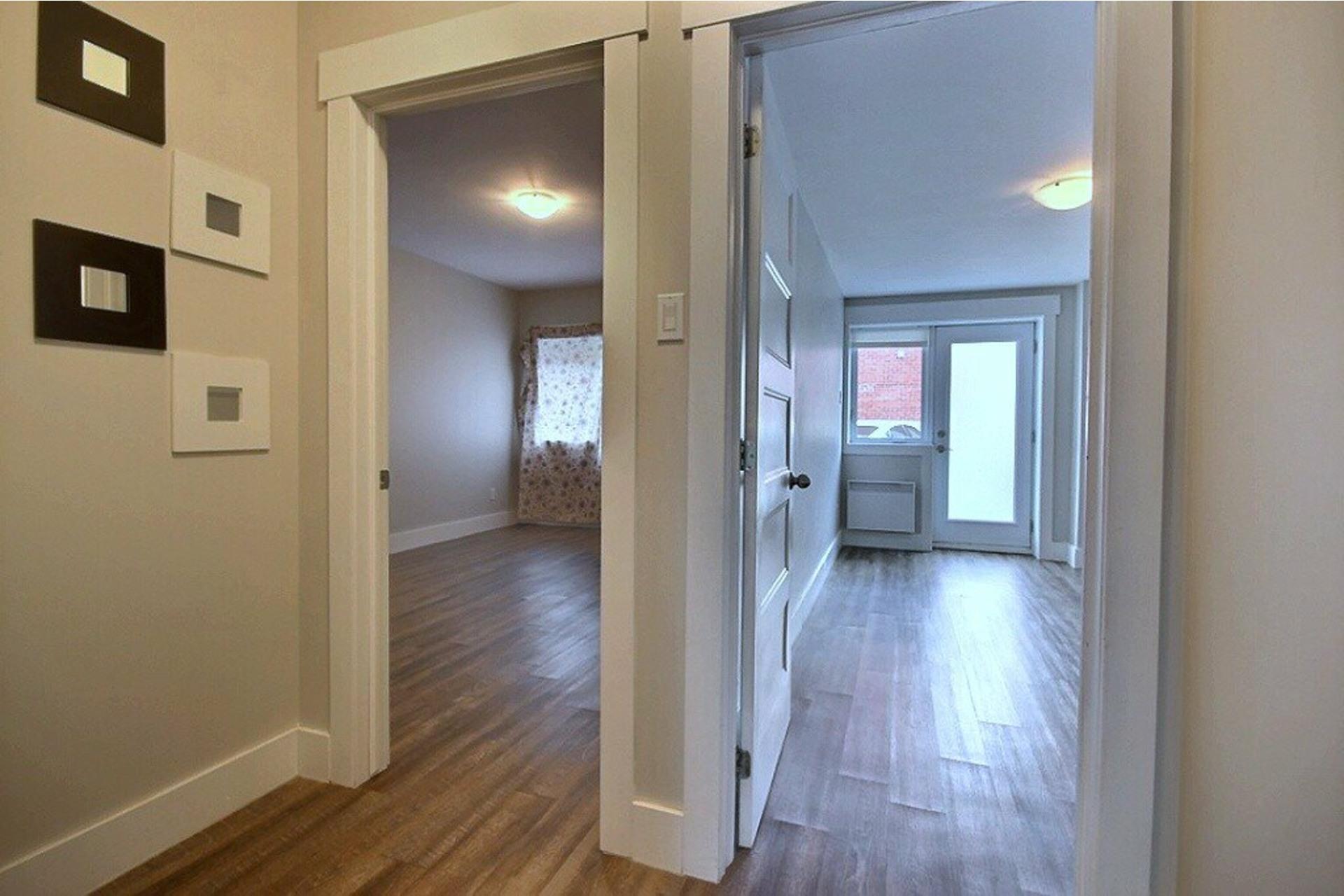 image 9 - Apartment For rent LaSalle Montréal  - 5 rooms