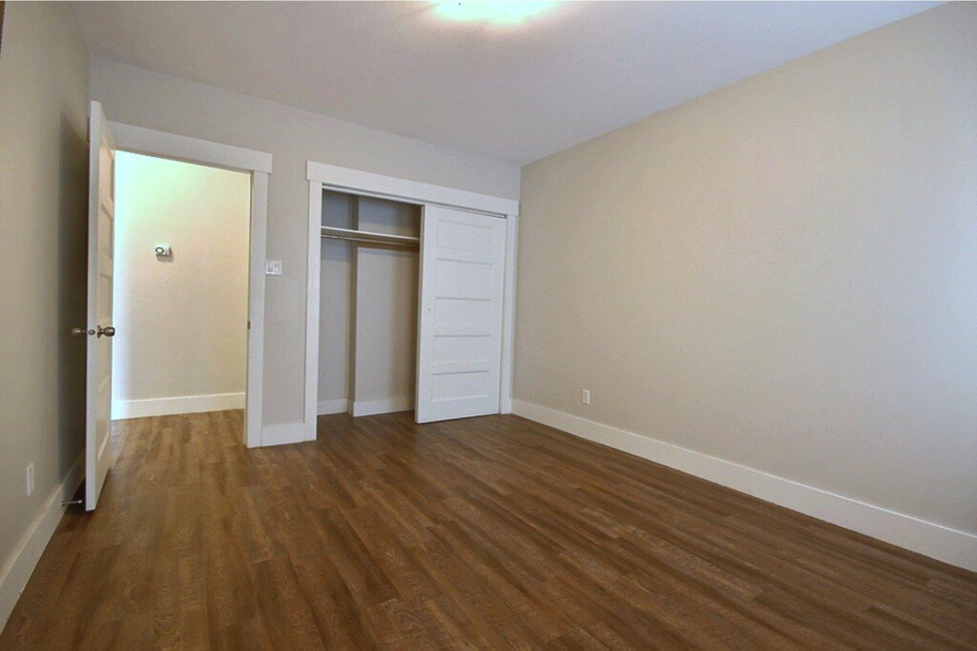 image 14 - Apartment For rent LaSalle Montréal  - 5 rooms