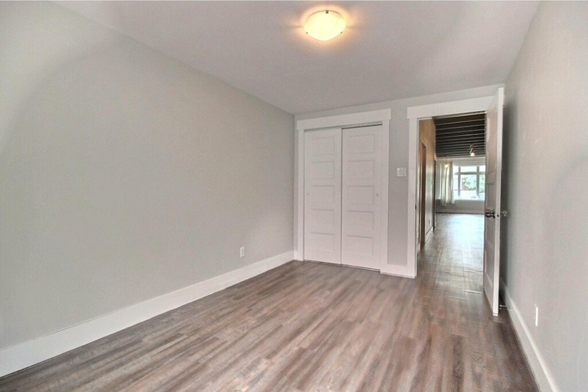 image 12 - Apartment For rent LaSalle Montréal  - 5 rooms