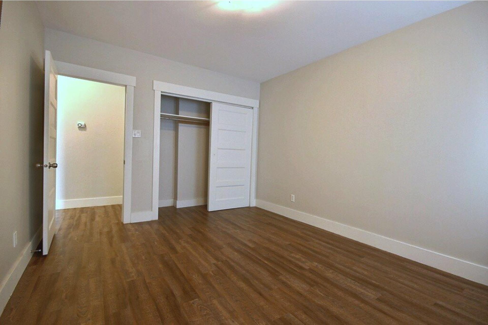 image 10 - Apartment For rent LaSalle Montréal  - 5 rooms