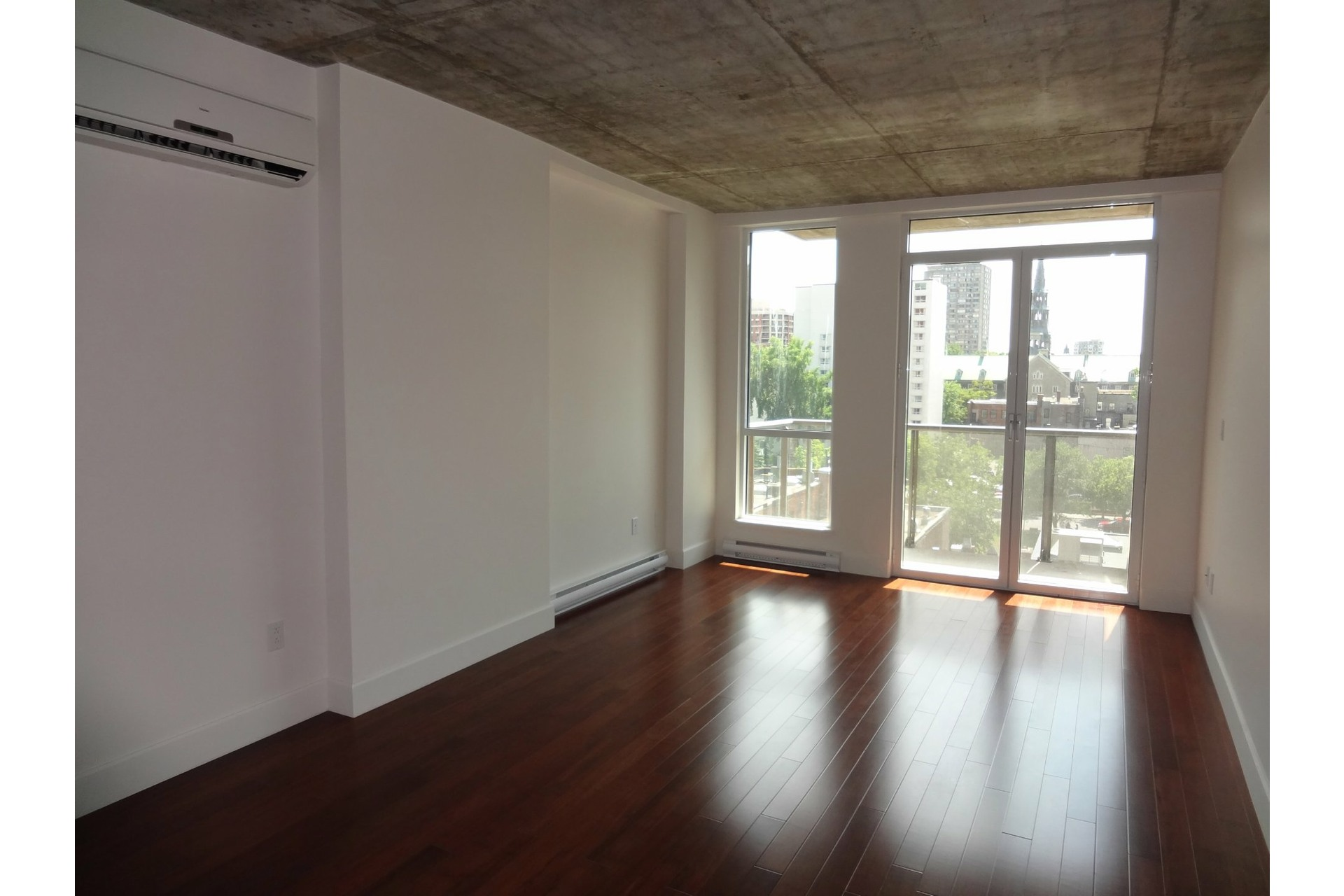 image 1 - Apartment For rent Ville-Marie Montréal  - 4 rooms
