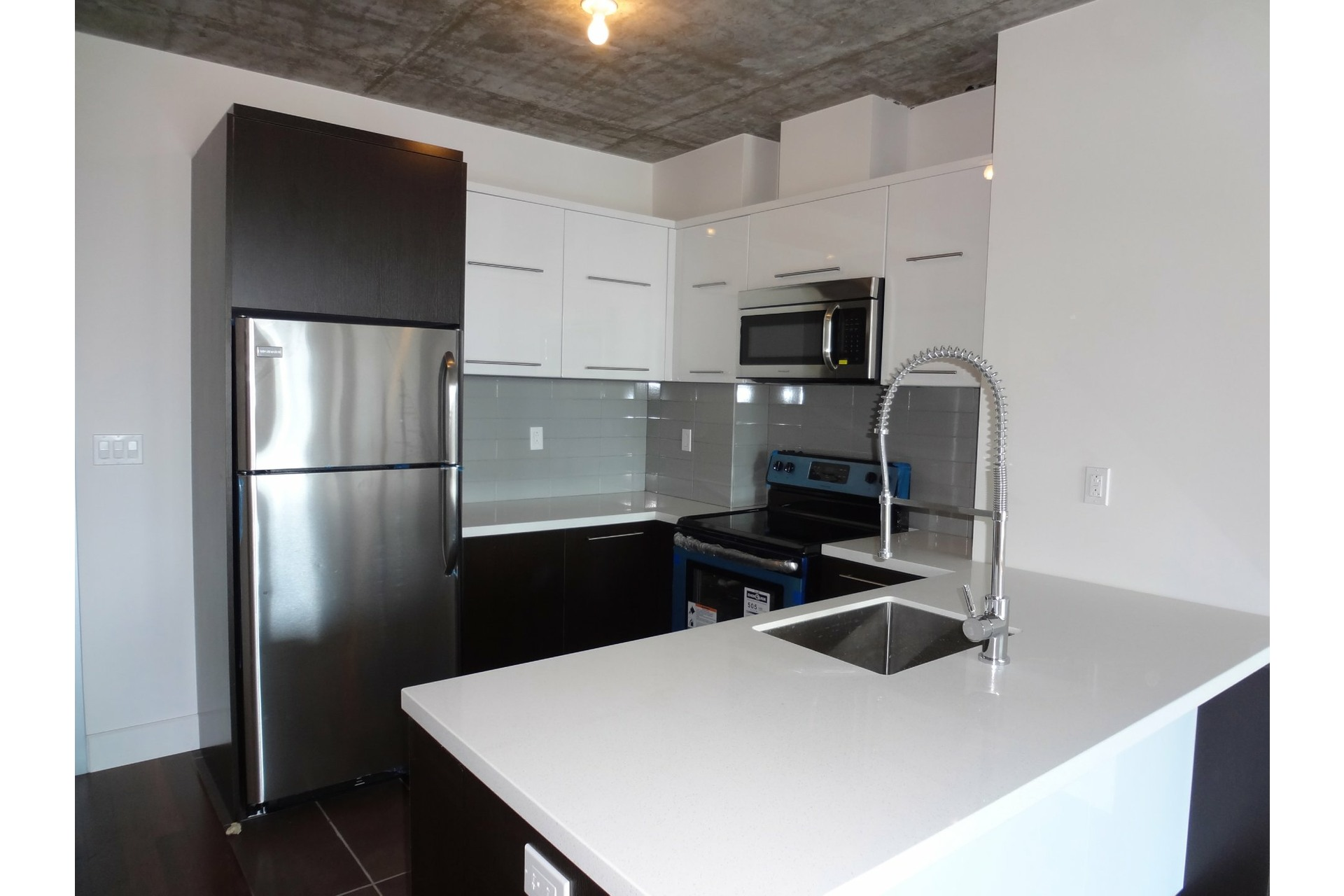 image 2 - Apartment For rent Ville-Marie Montréal  - 4 rooms