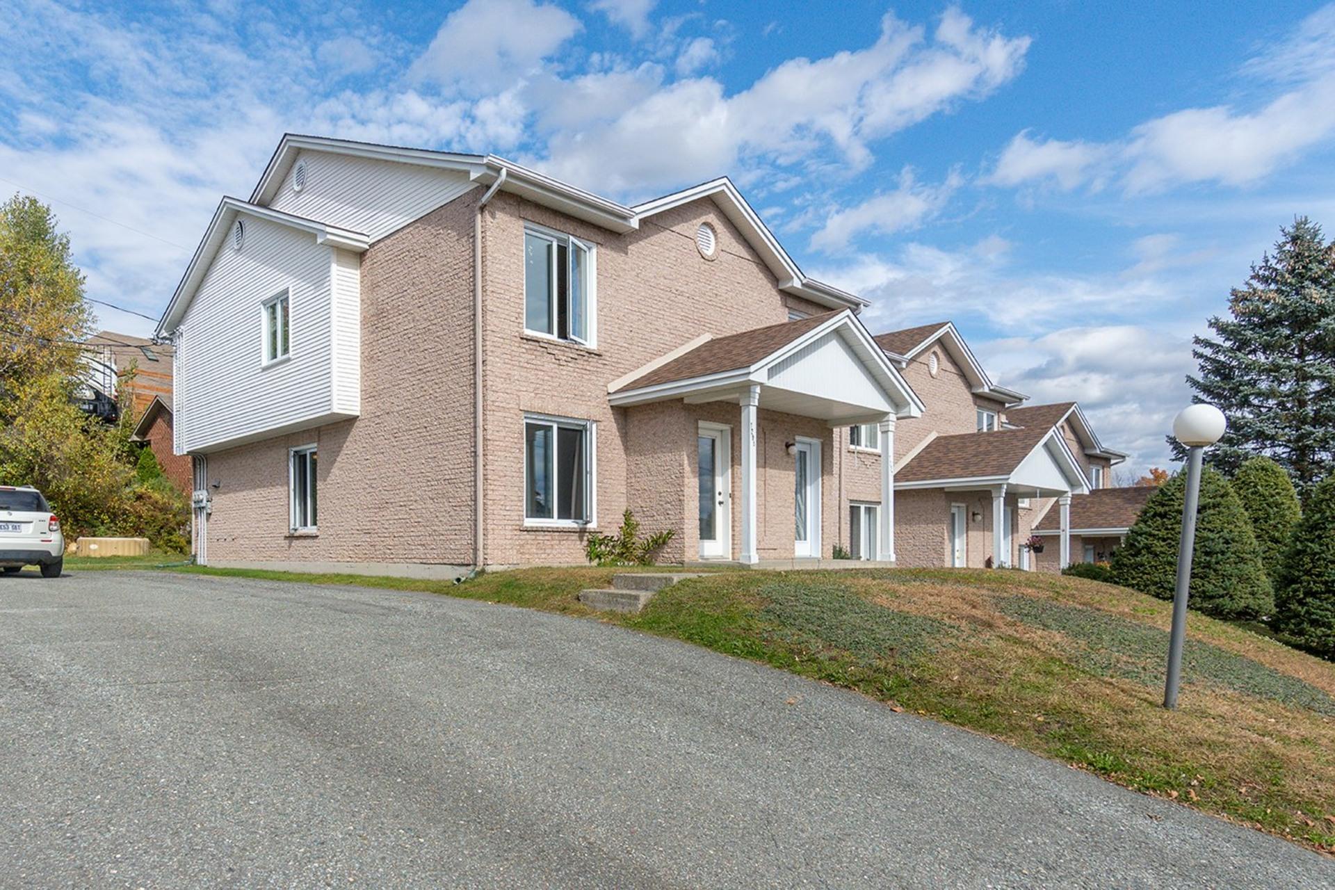 image 1 - Maison À vendre Fleurimont Sherbrooke  - 7 pièces
