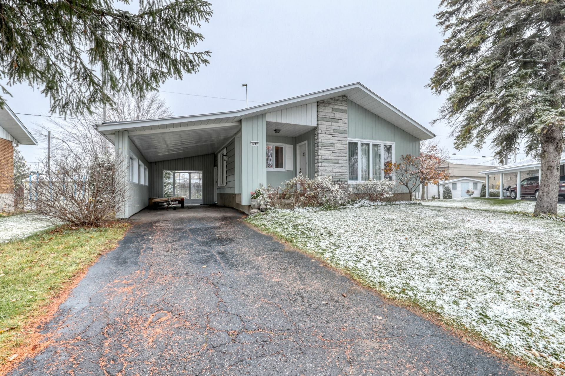image 0 - House For sale Joliette - 10 rooms