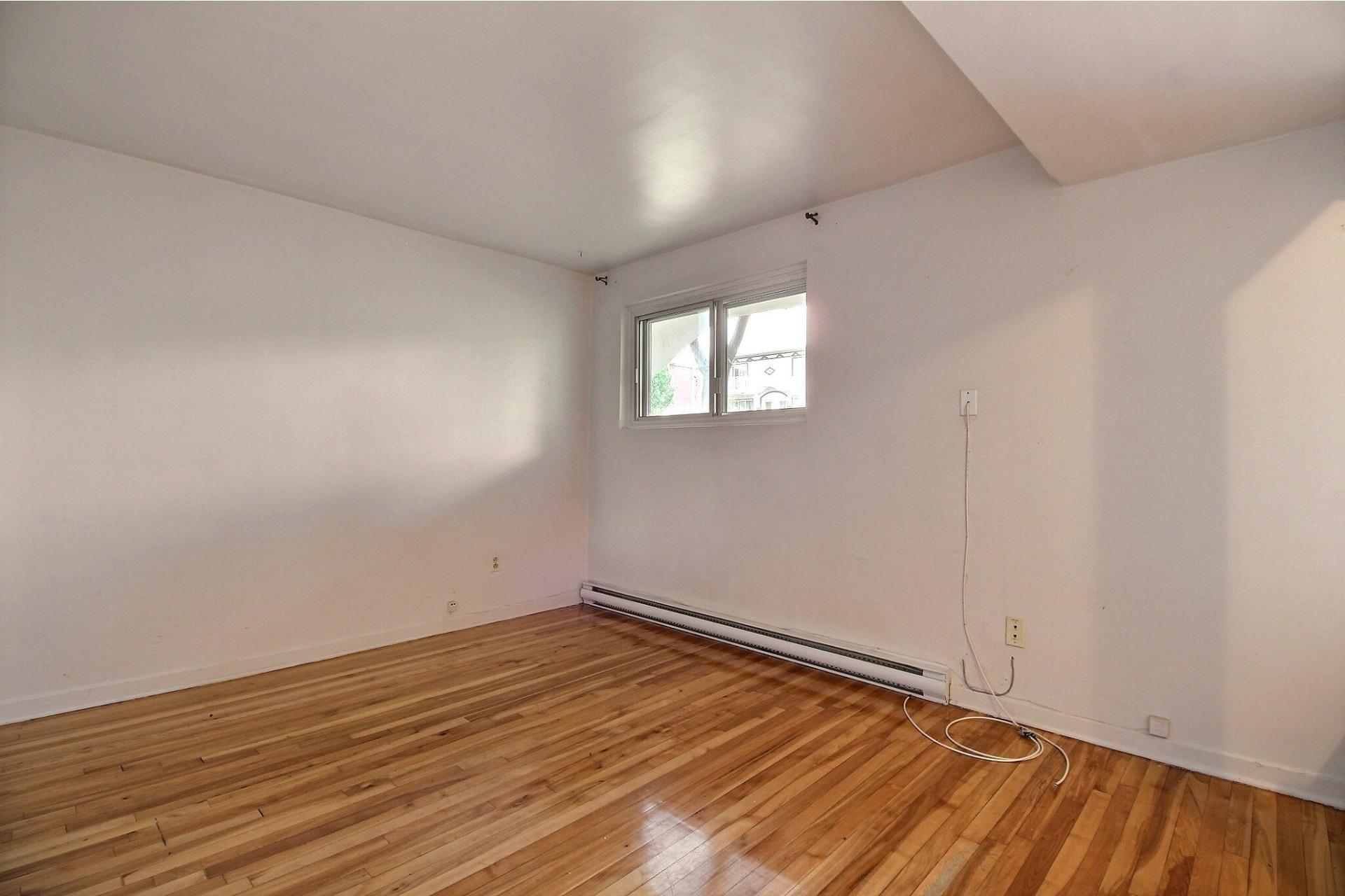 image 9 - Apartment For rent Saint-Léonard Montréal  - 4 rooms