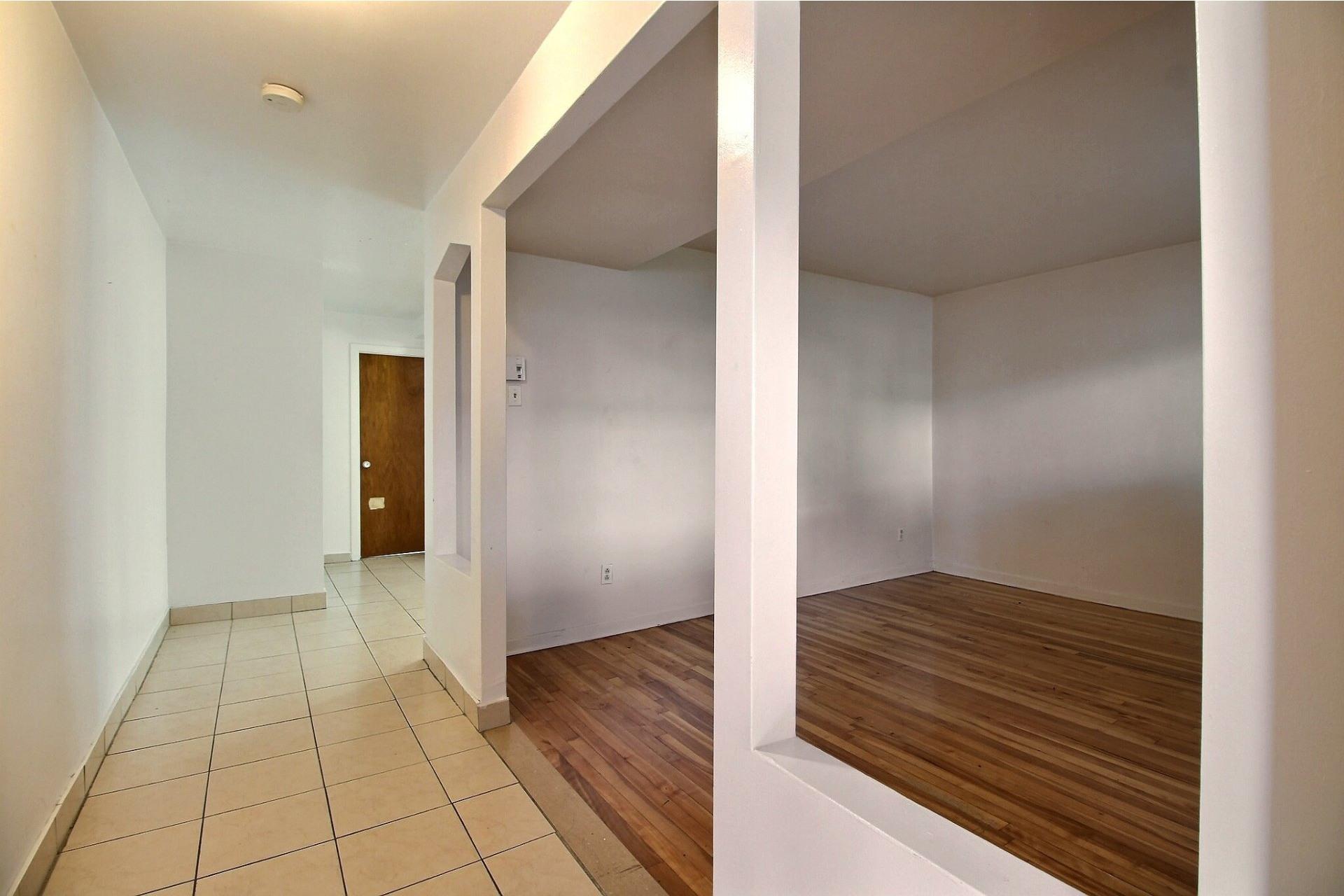 image 1 - Apartment For rent Saint-Léonard Montréal  - 4 rooms