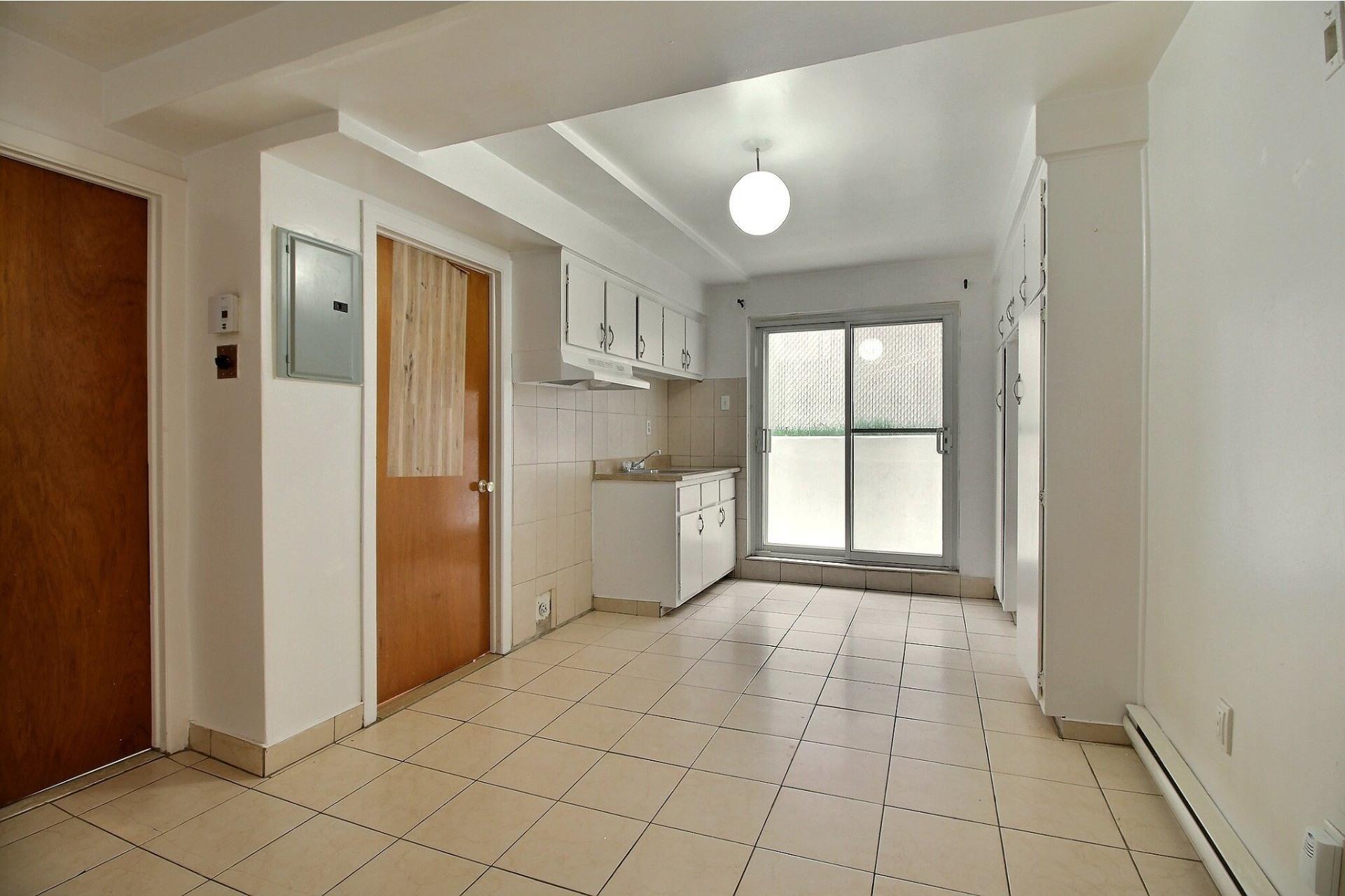image 3 - Apartment For rent Saint-Léonard Montréal  - 4 rooms
