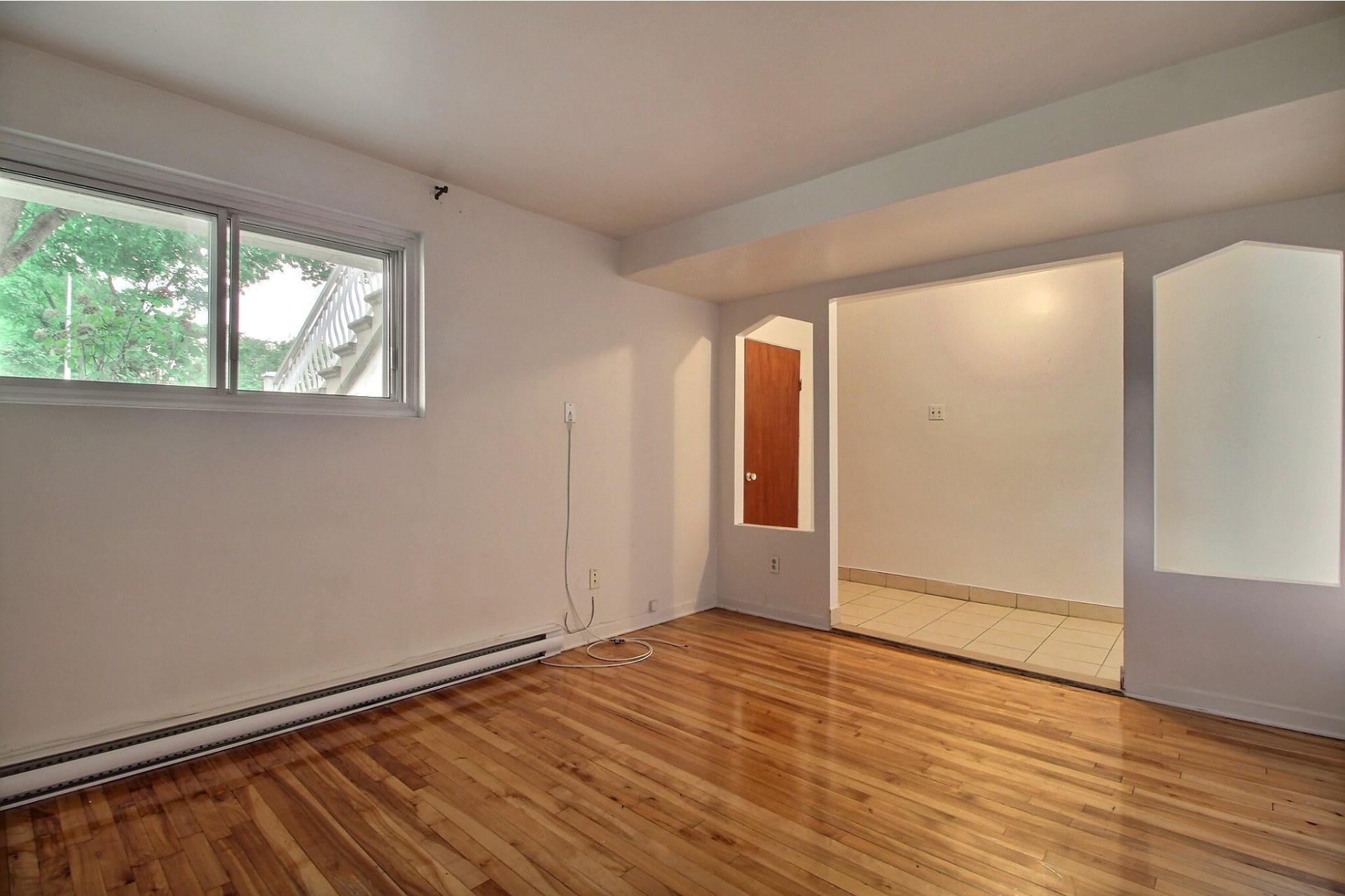 image 2 - Apartment For rent Saint-Léonard Montréal  - 4 rooms