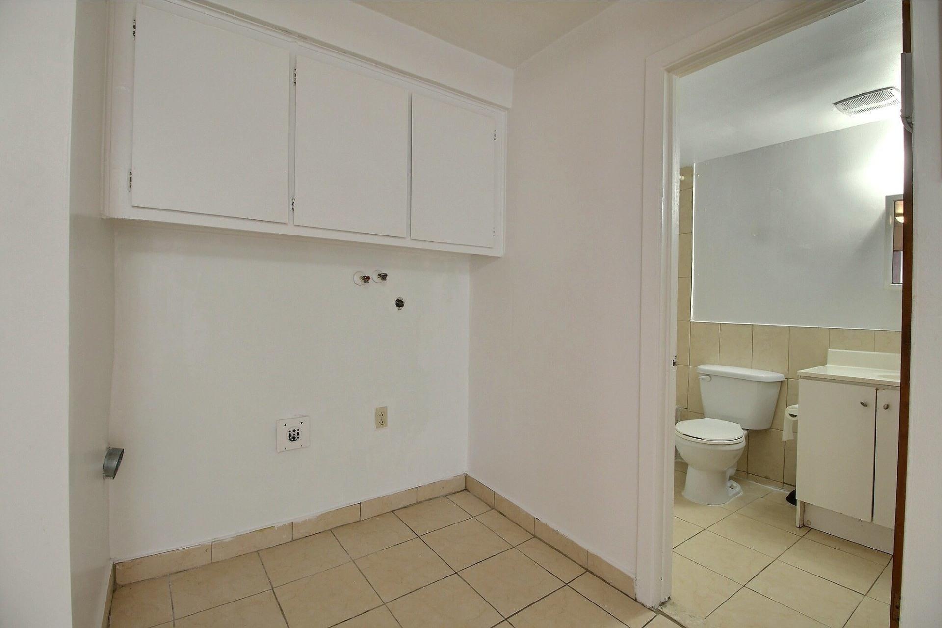 image 6 - Apartment For rent Saint-Léonard Montréal  - 4 rooms