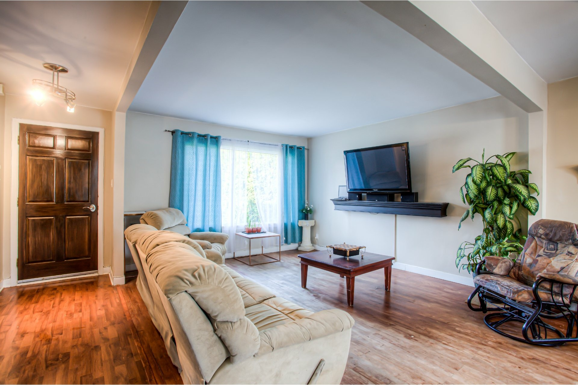image 1 - House For sale Salaberry-de-Valleyfield - 10 rooms