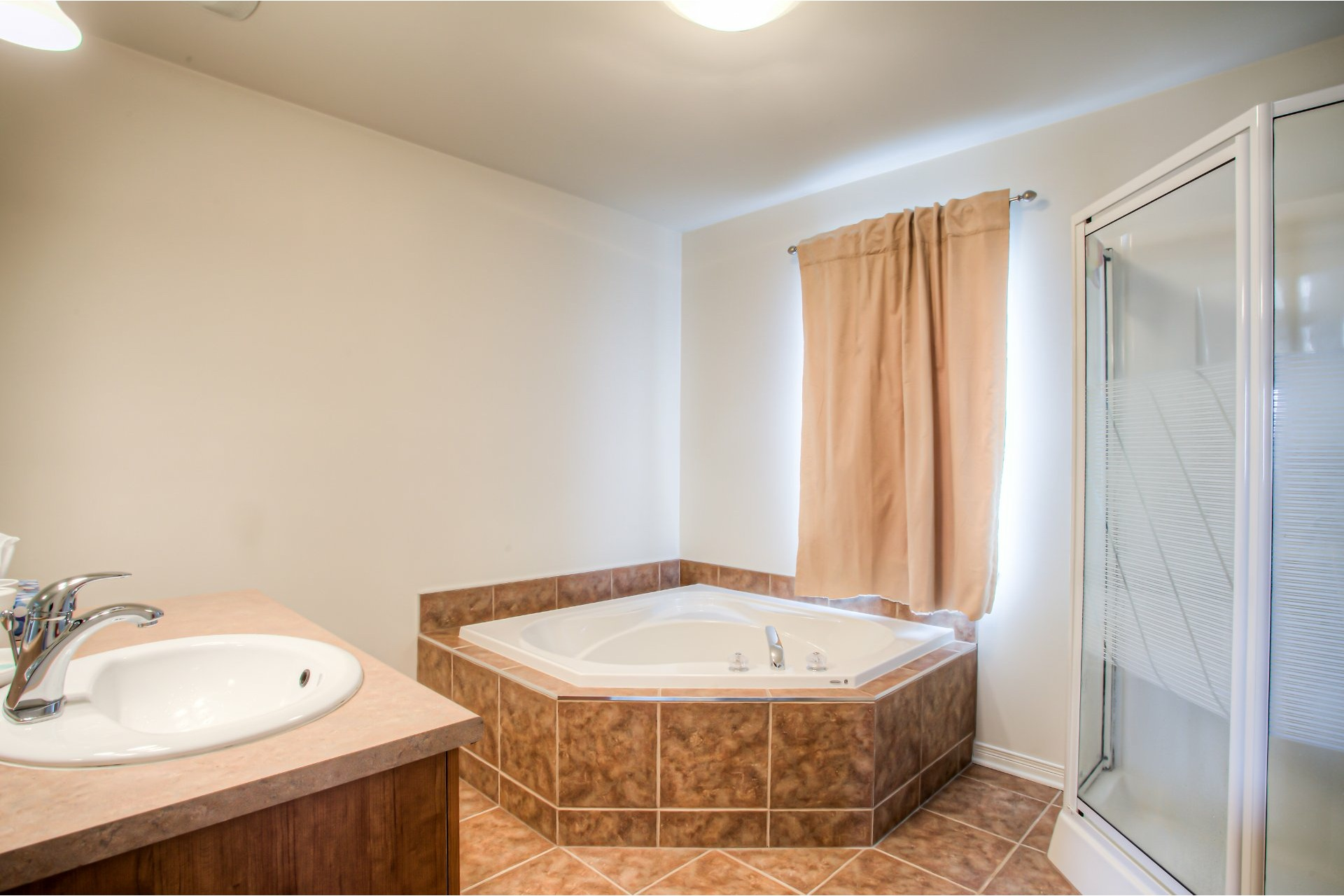 image 4 - House For sale Vaudreuil-Dorion - 8 rooms