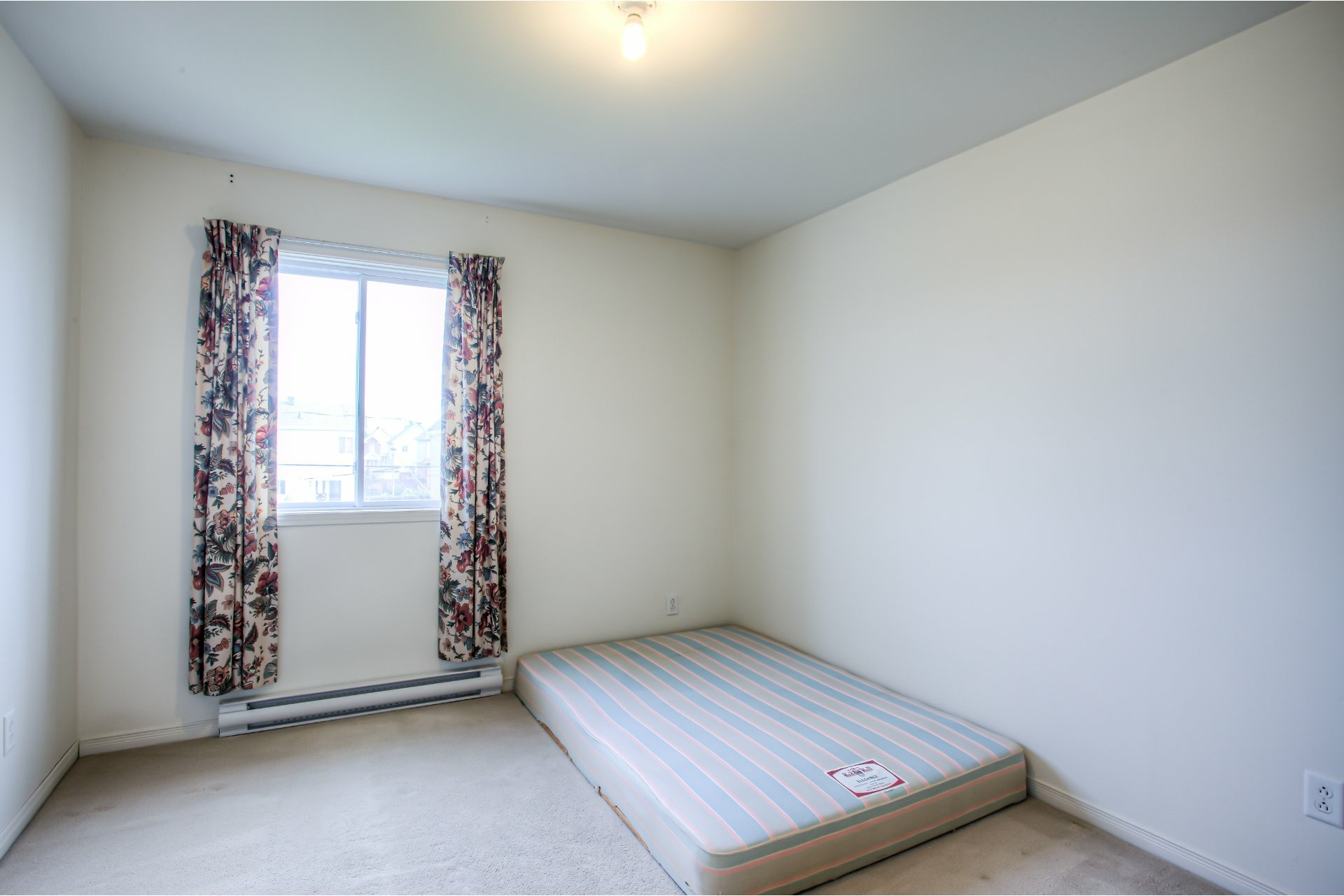 image 7 - House For sale Vaudreuil-Dorion - 8 rooms