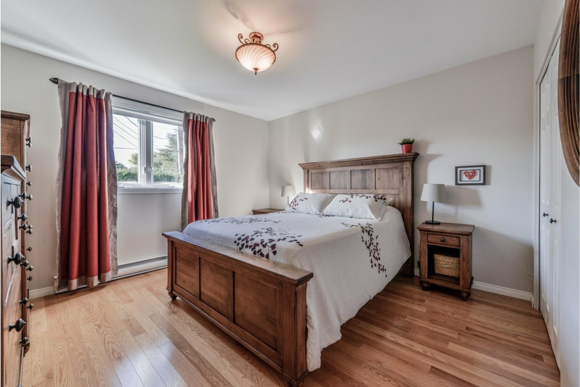 image 14 - House For sale Saint-Basile-le-Grand - 7 rooms
