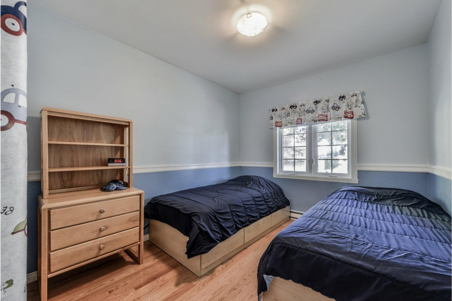 image 15 - House For sale Saint-Basile-le-Grand - 7 rooms