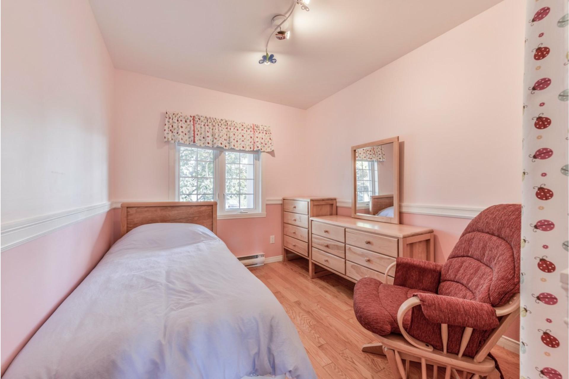 image 16 - House For sale Saint-Basile-le-Grand - 7 rooms
