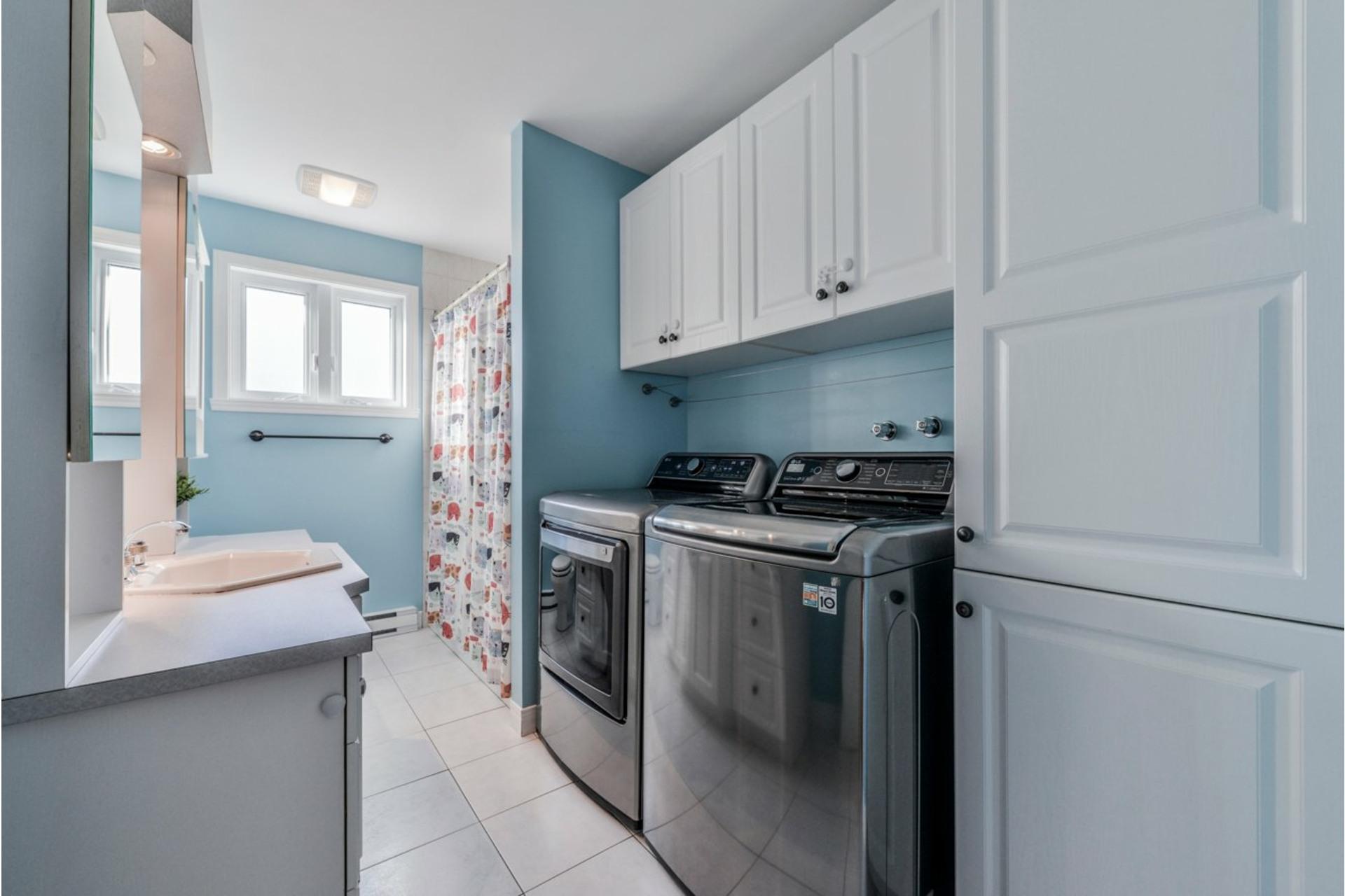 image 12 - House For sale Saint-Basile-le-Grand - 7 rooms