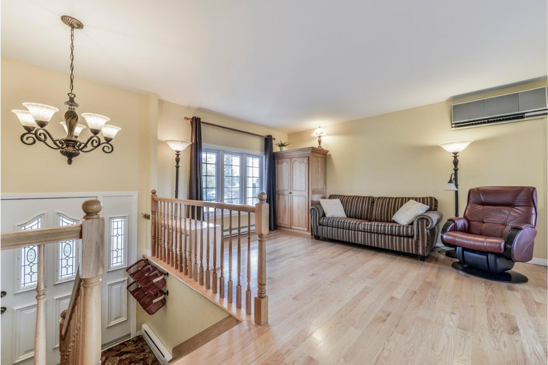 image 3 - House For sale Saint-Basile-le-Grand - 7 rooms