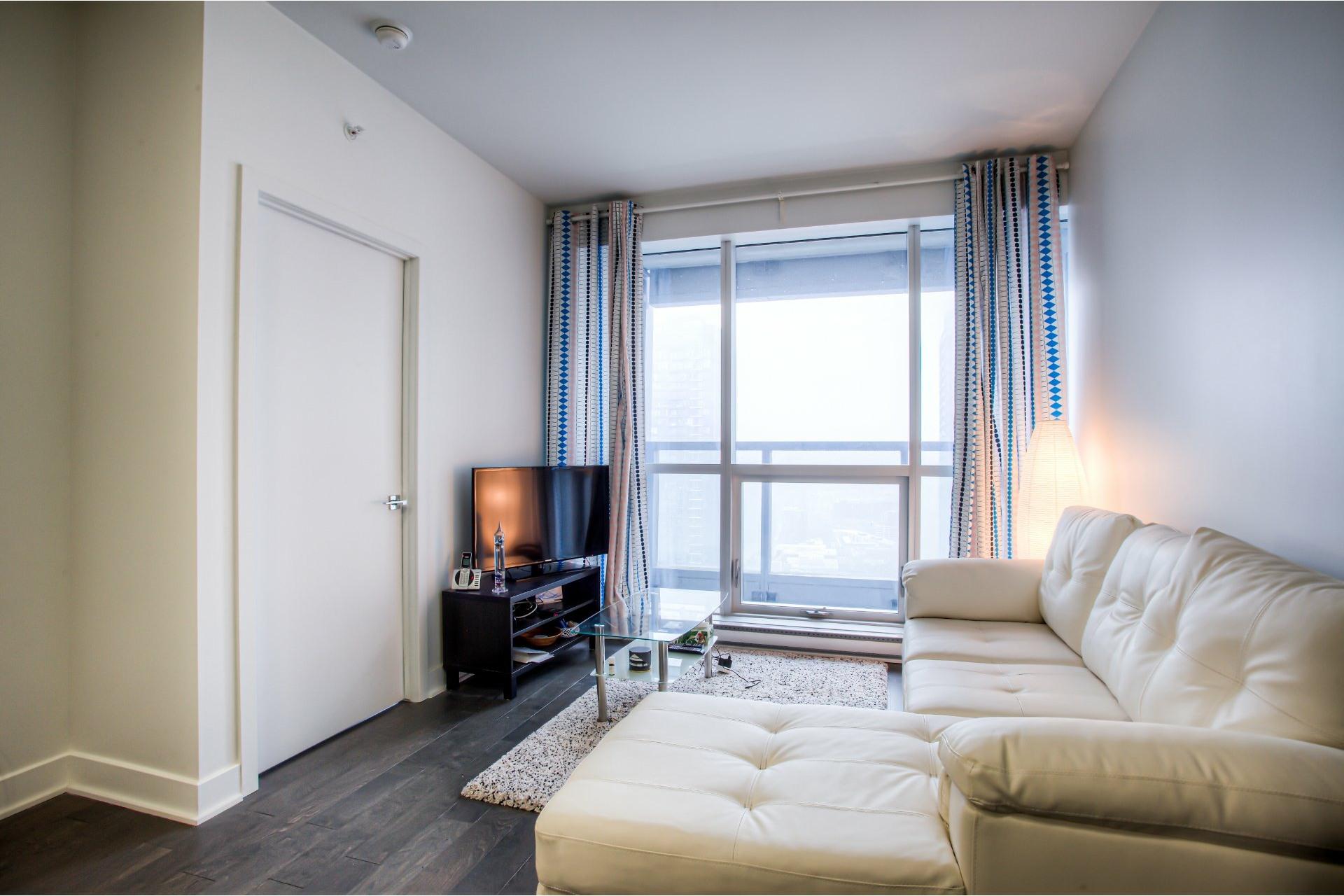 image 8 - Appartement À louer Ville-Marie Montréal  - 5 pièces