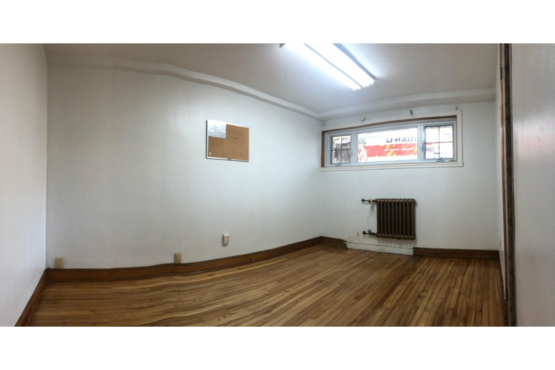 image 8 - Apartment For rent Côte-des-Neiges/Notre-Dame-de-Grâce Montréal  - 4 rooms